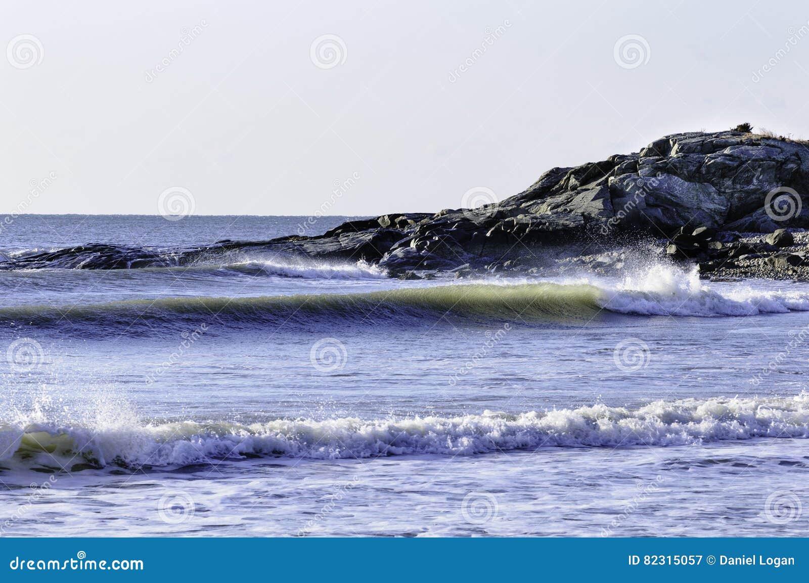 Прибой в заливе канюков