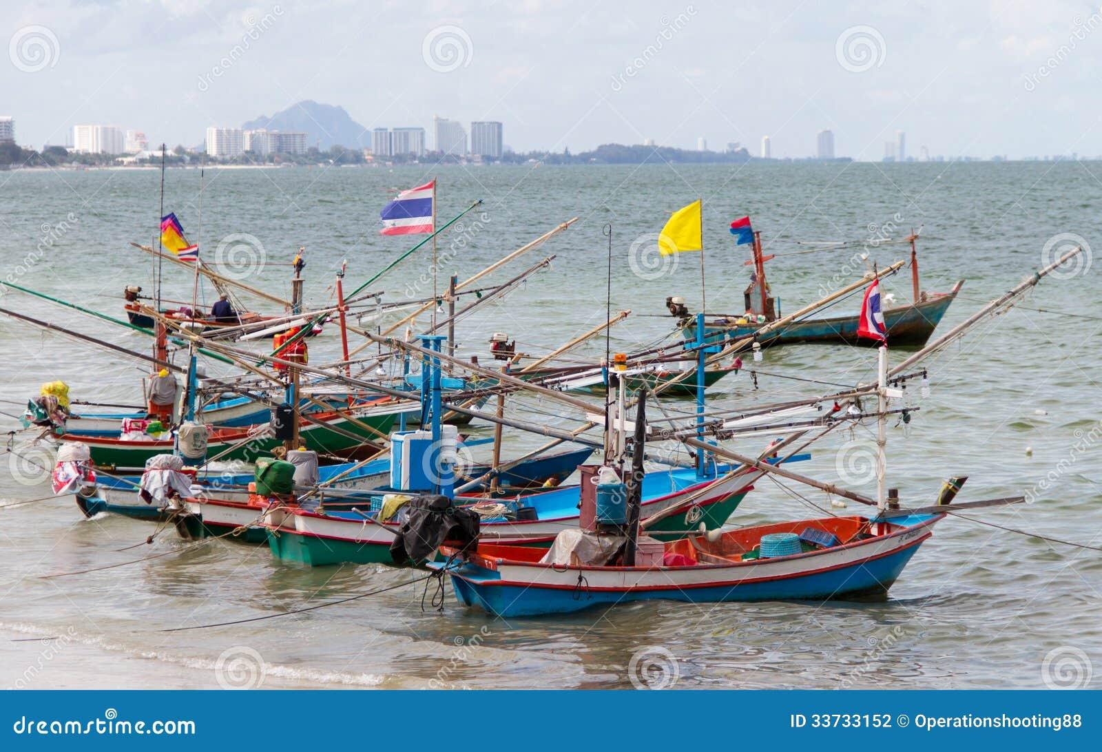 Прибрежная рыбацкая лодка