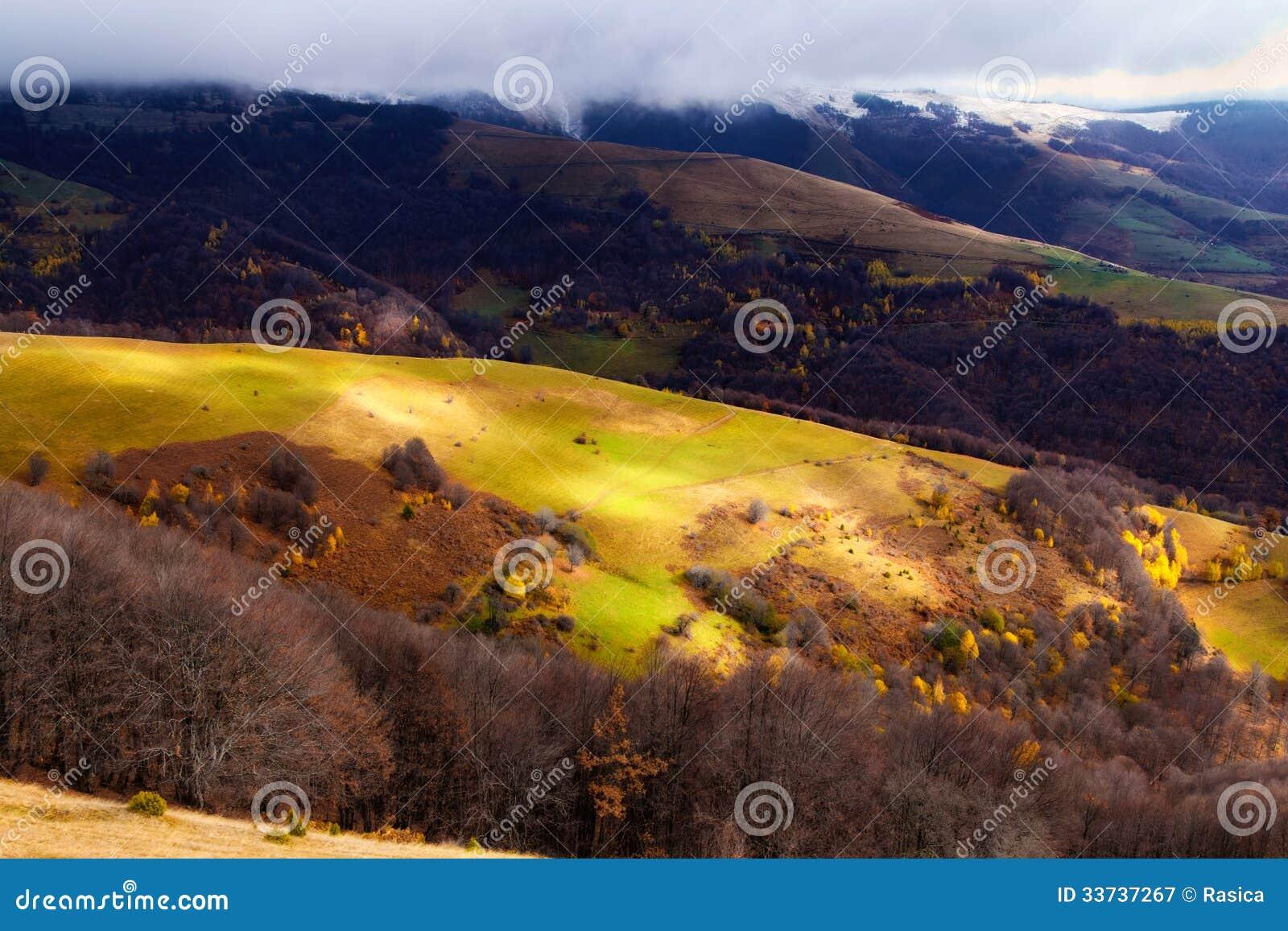 Прибытие зимы в горах