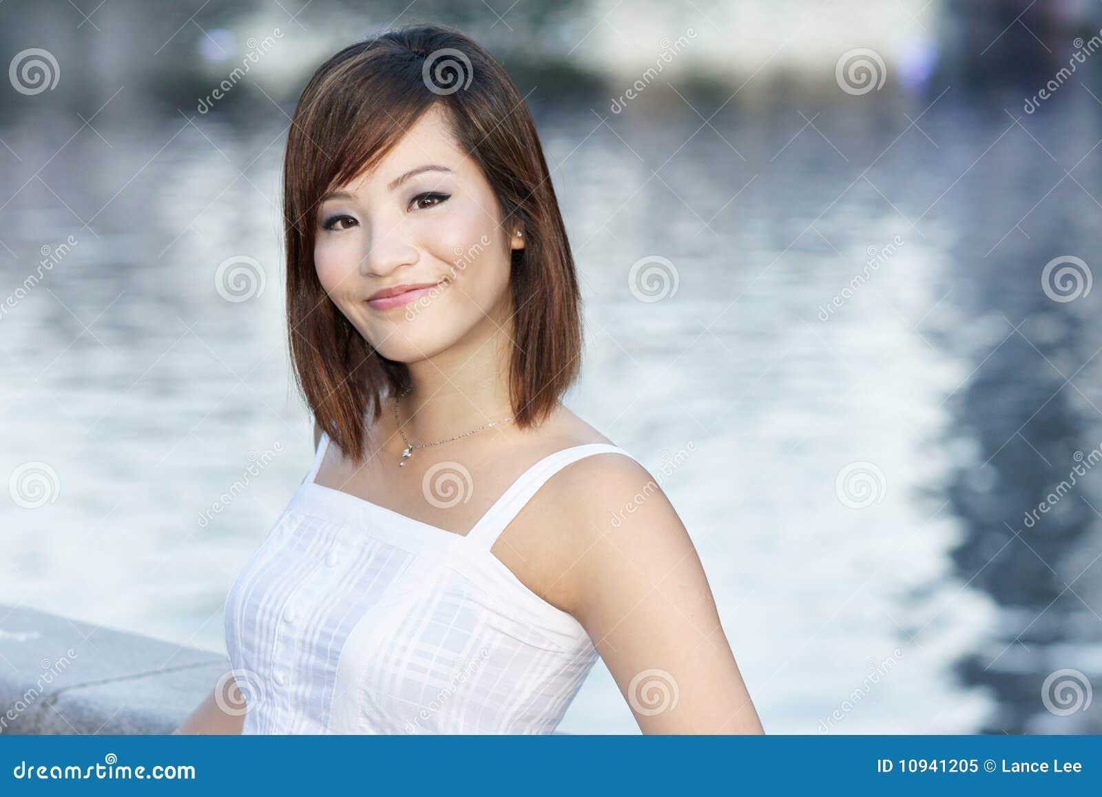 привлекательные китайские детеныши реки повелительницы