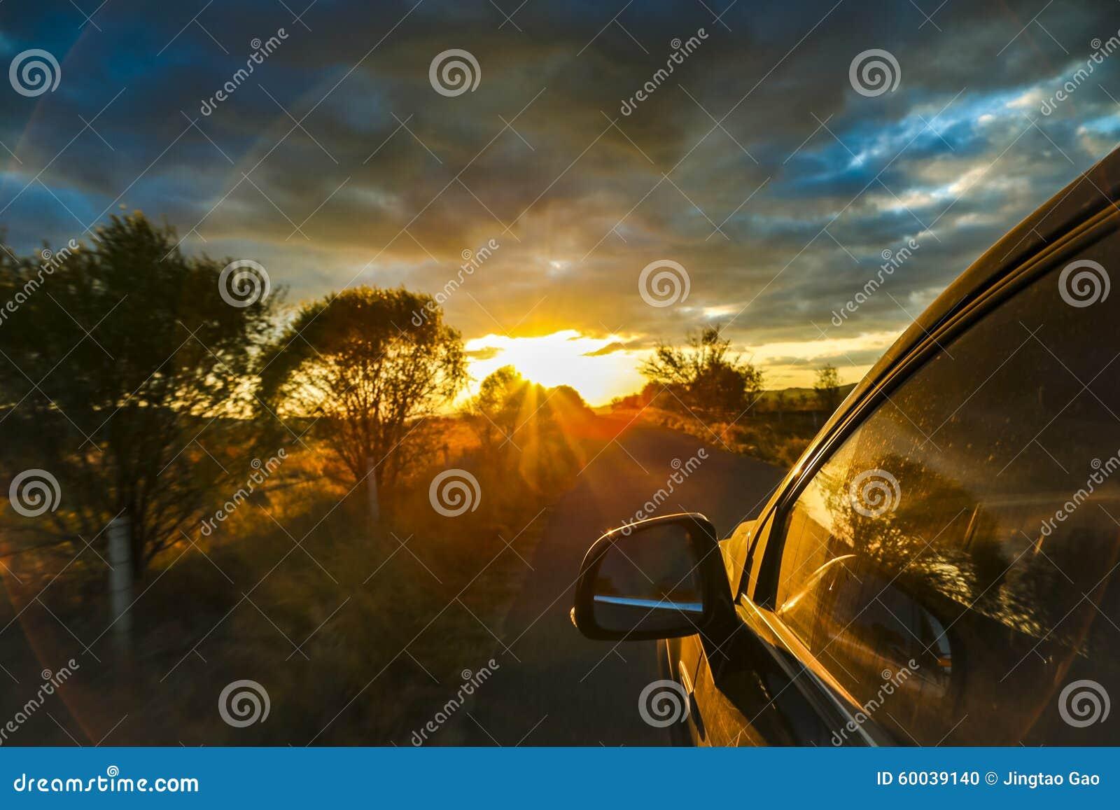 Привод автомобиля к заходу солнца