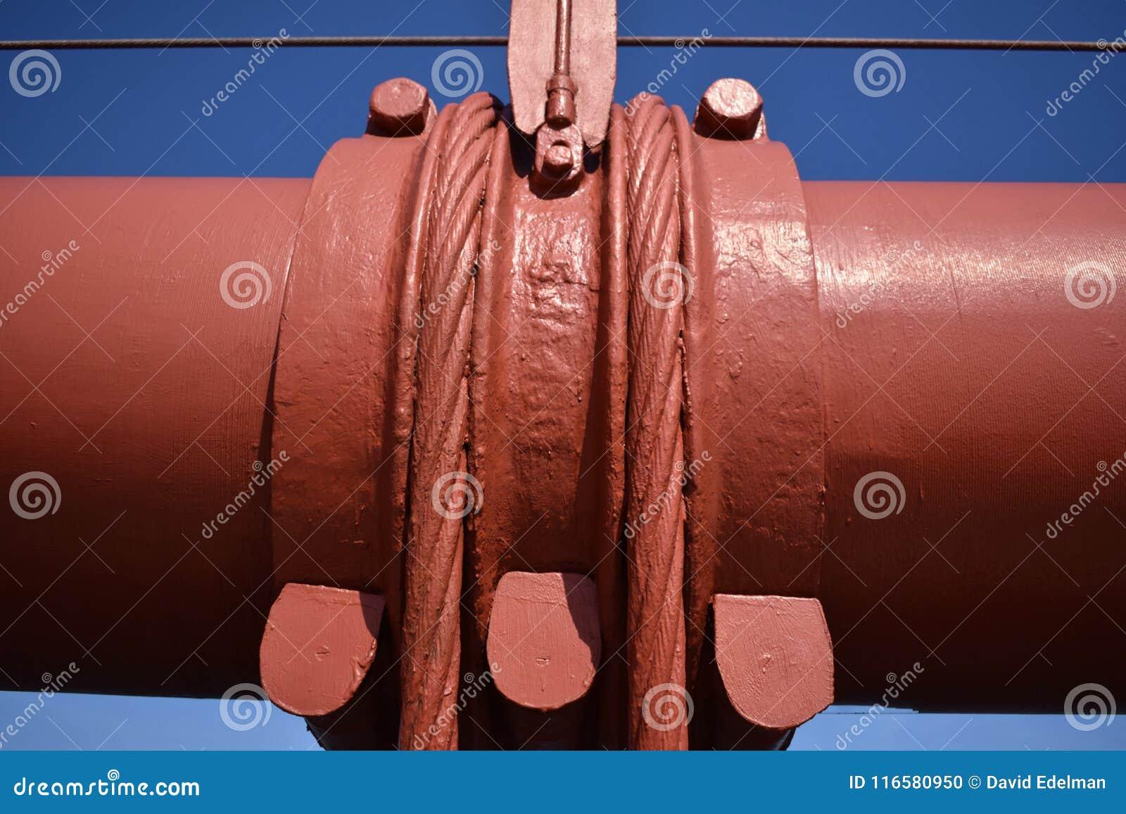 Привяжите диапазоны и вертикальные веревочки подвеса используемые для поддержания главного кабеля на мосте золотого строба, 1