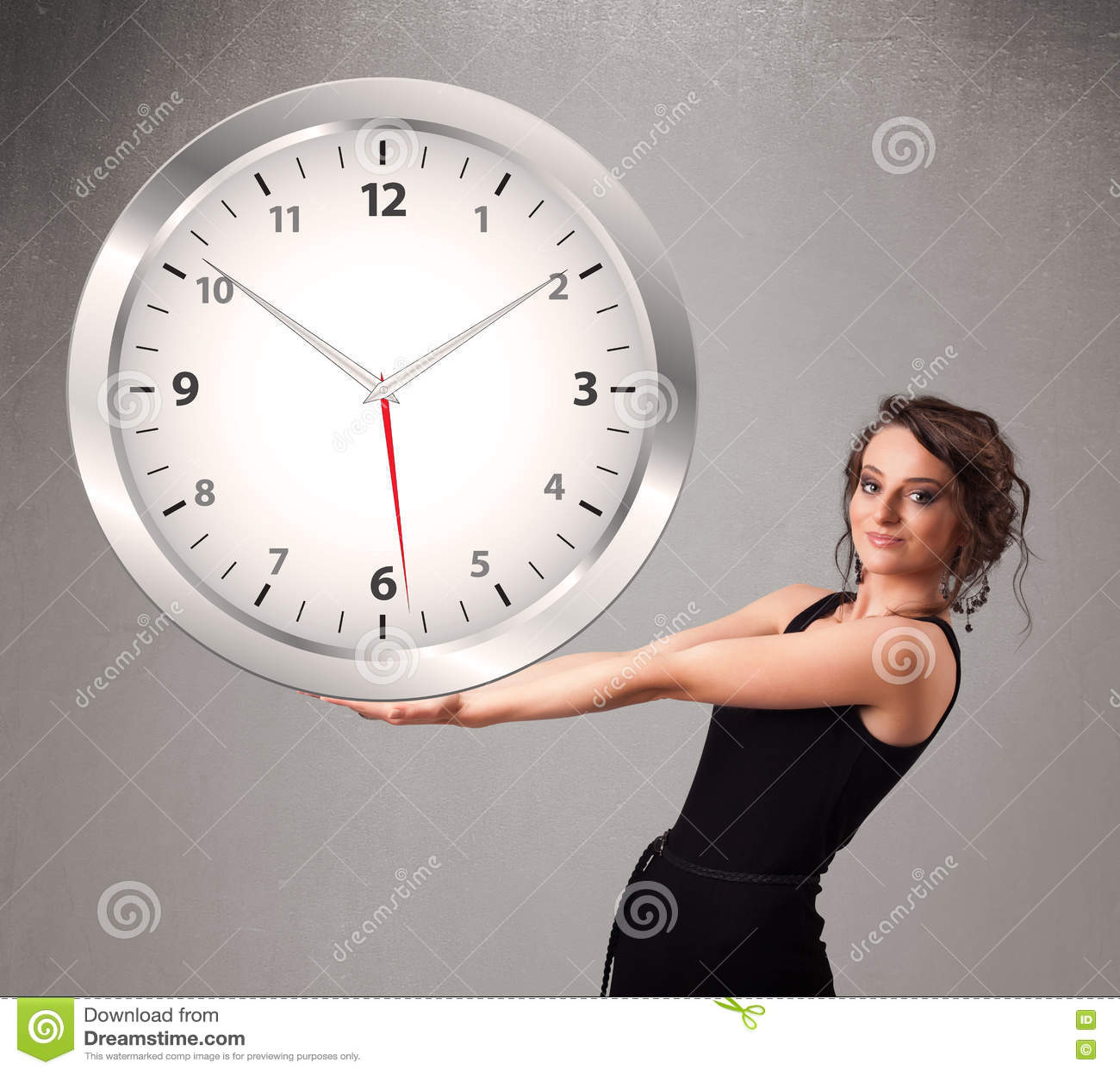 Download Привлекательная дама держа огромные часы Стоковое Фото - изображение насчитывающей день, механически: 72280864