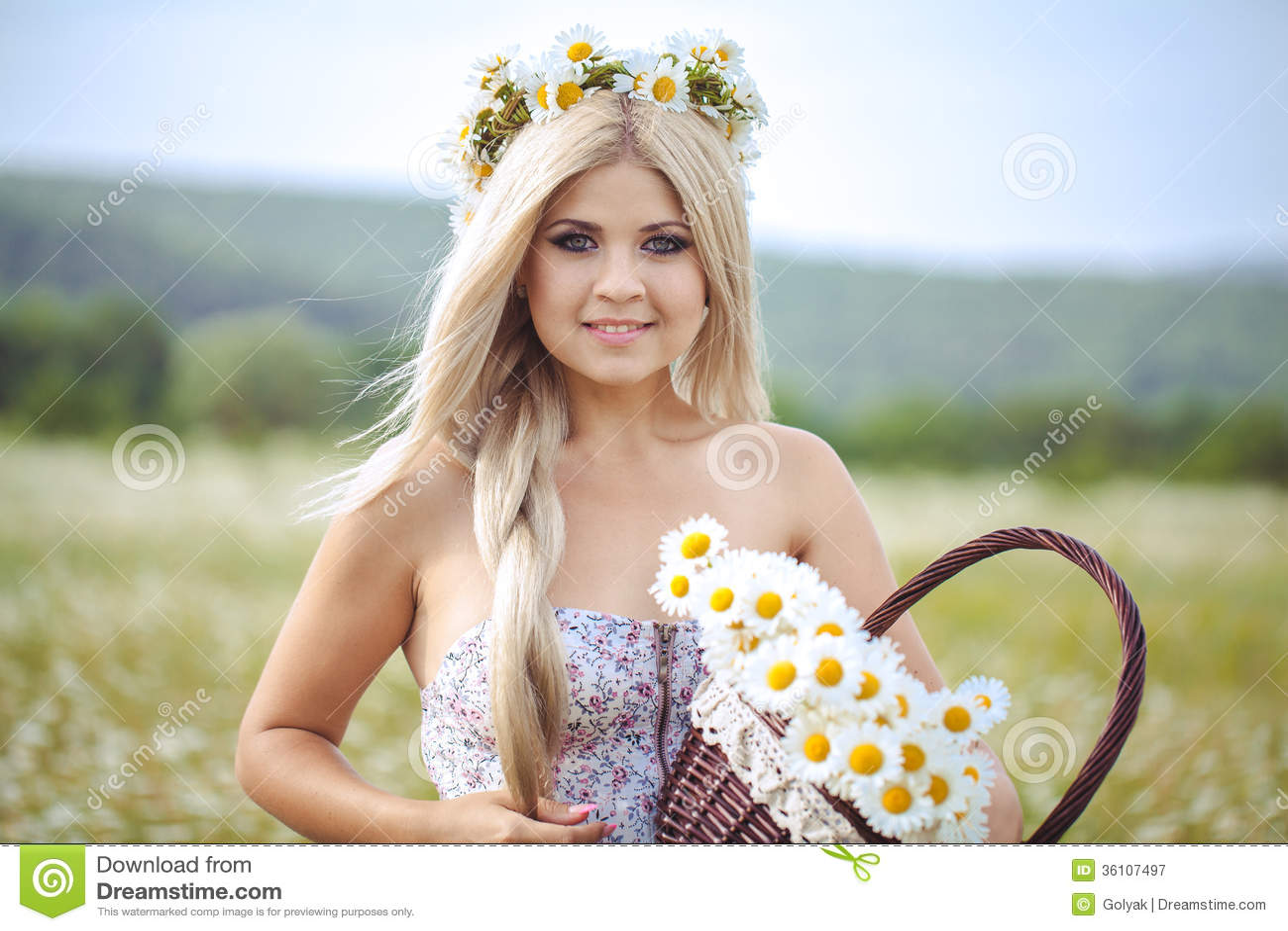 привлекательная блондинка фото