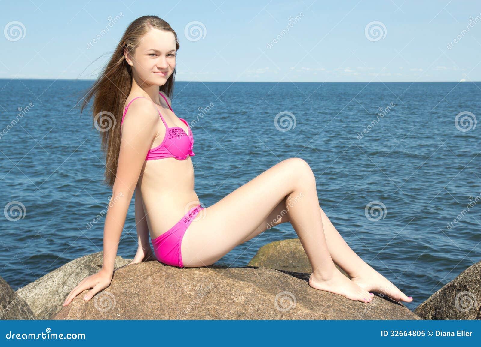 Фото модель в розовом бикини фото фото 3-650