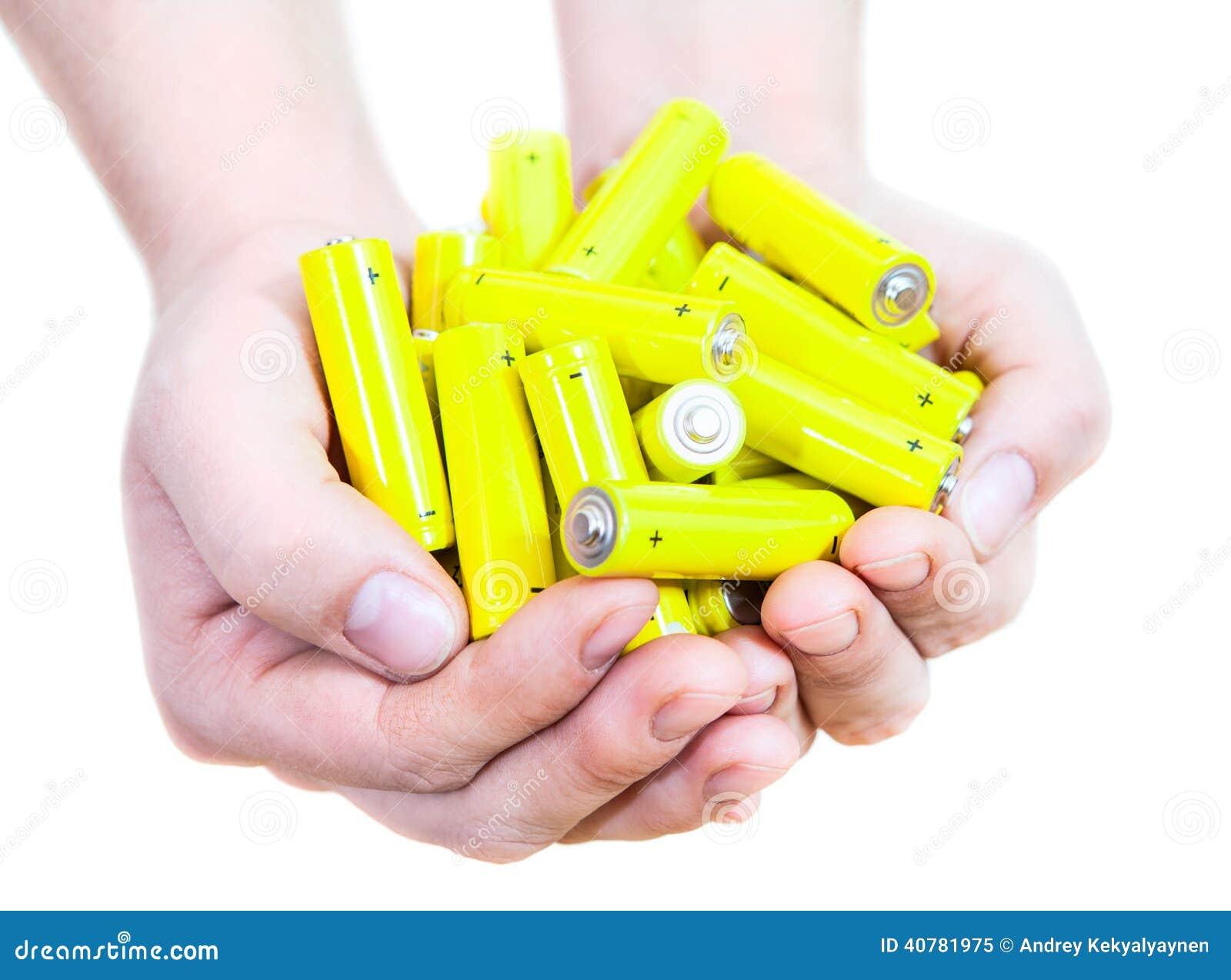 Пригорошня при батареи penlight желтого цвета серии изолированные на белой предпосылке