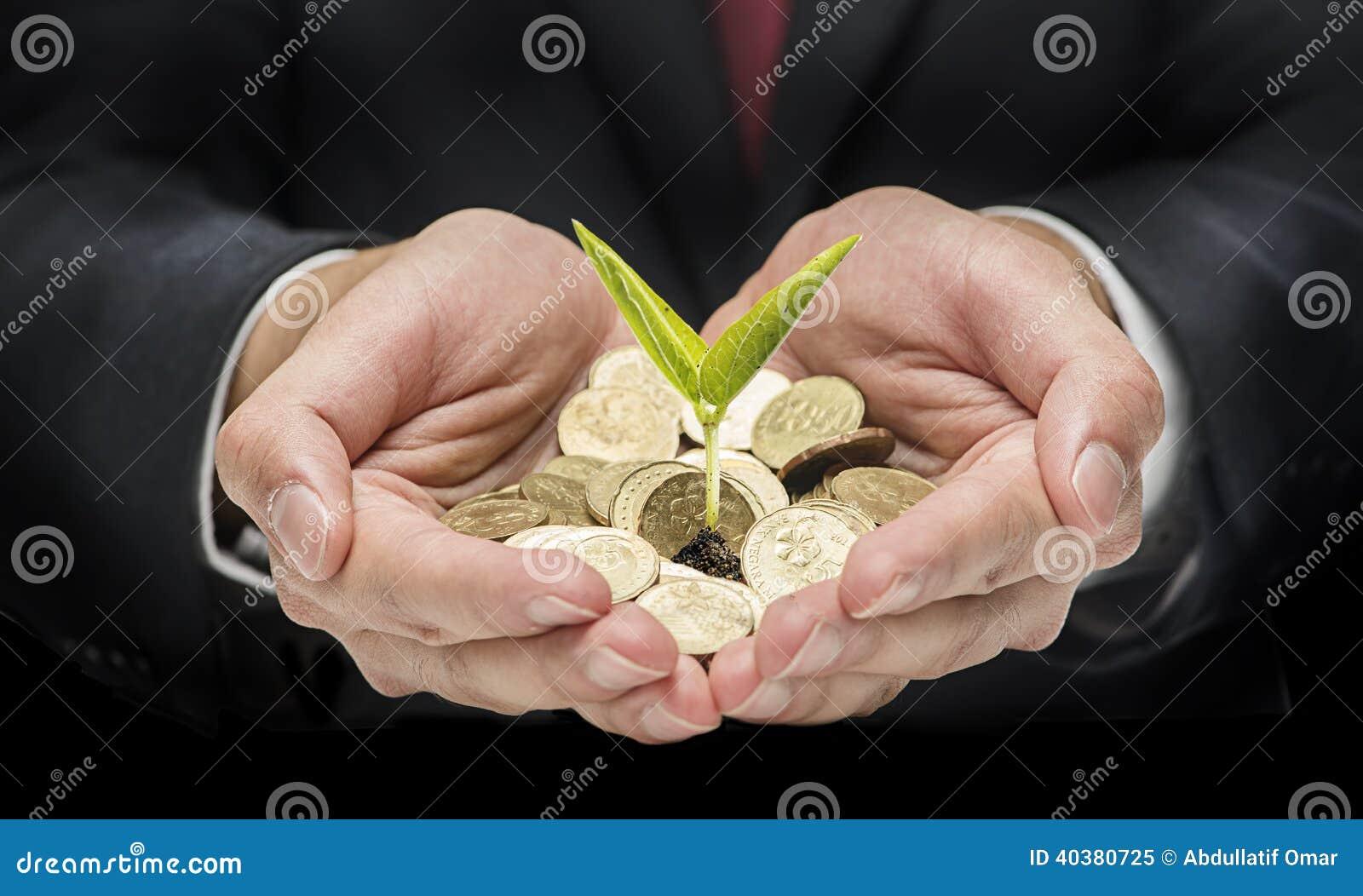 Пригорошня с монетками и одиночным семенем
