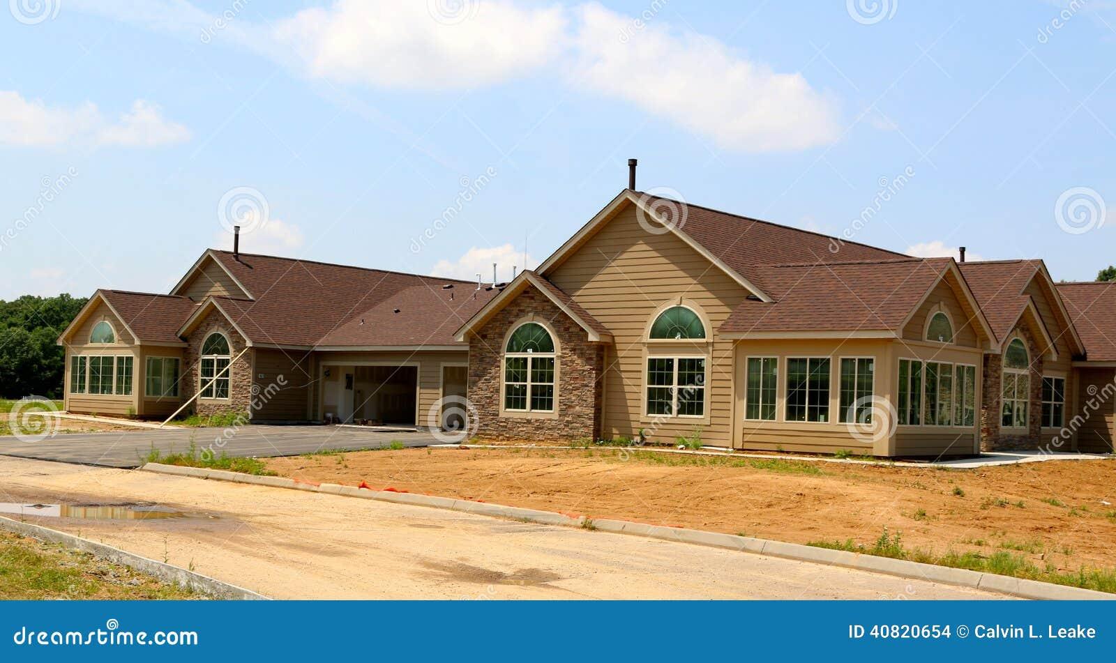 Пригородные Городк-дома под конструкцией
