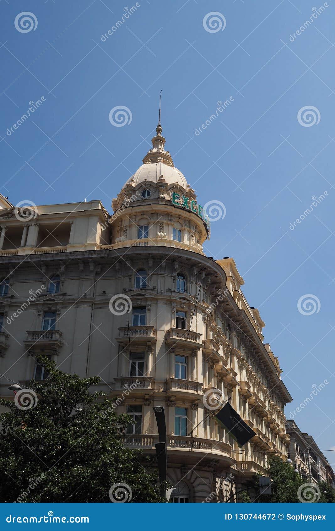 Приданный куполообразную форму угол гостиницы эксцельсиора, Рим, Италия