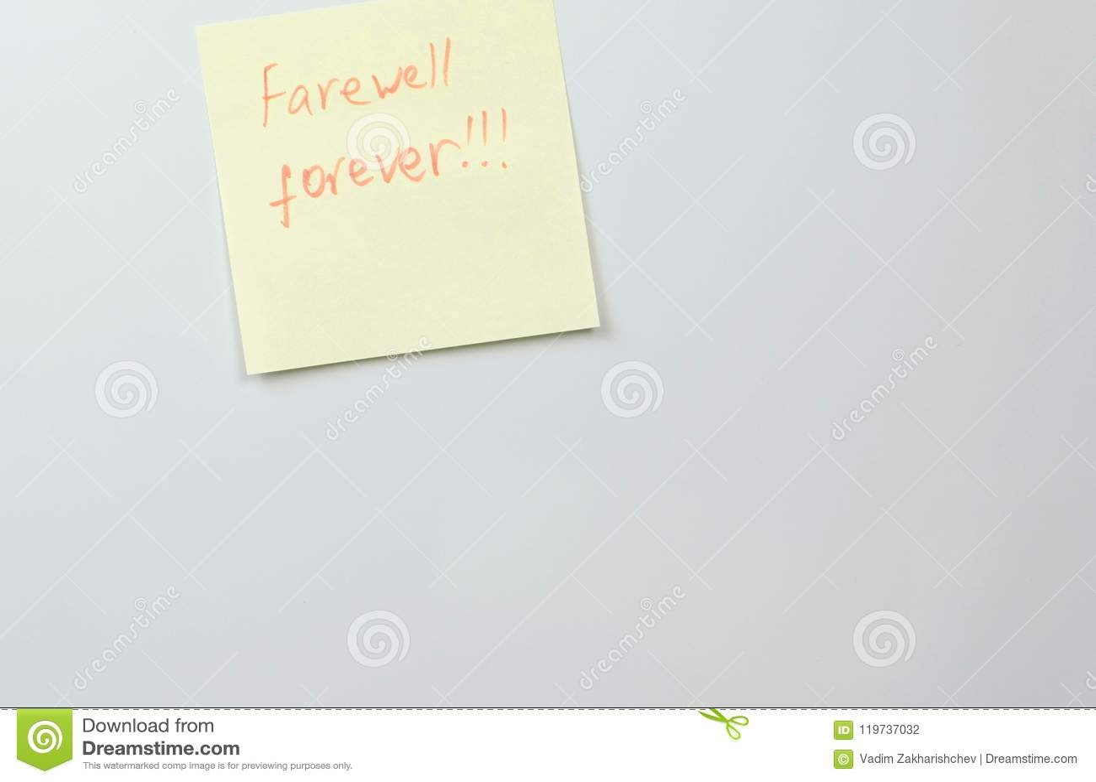 Примечание на желтой бумаге стикера покрывает с прощанием слов навсегда