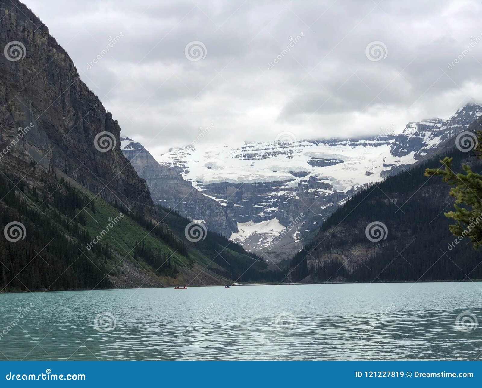Примите дыхание видя шикарное Lake Louise