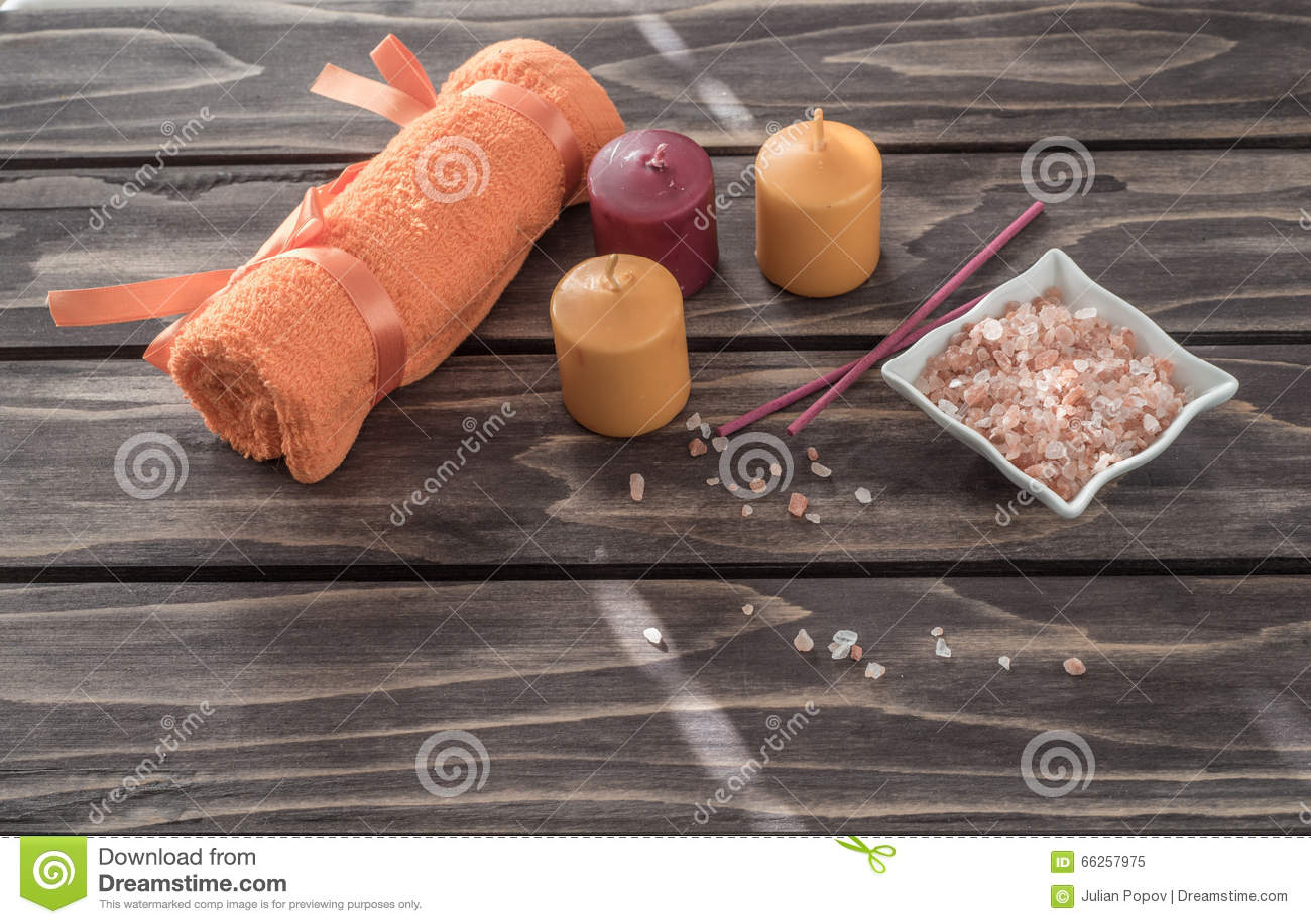 Принципиальная схема спы свечи, ароматичное соль, и оранжевое полотенце