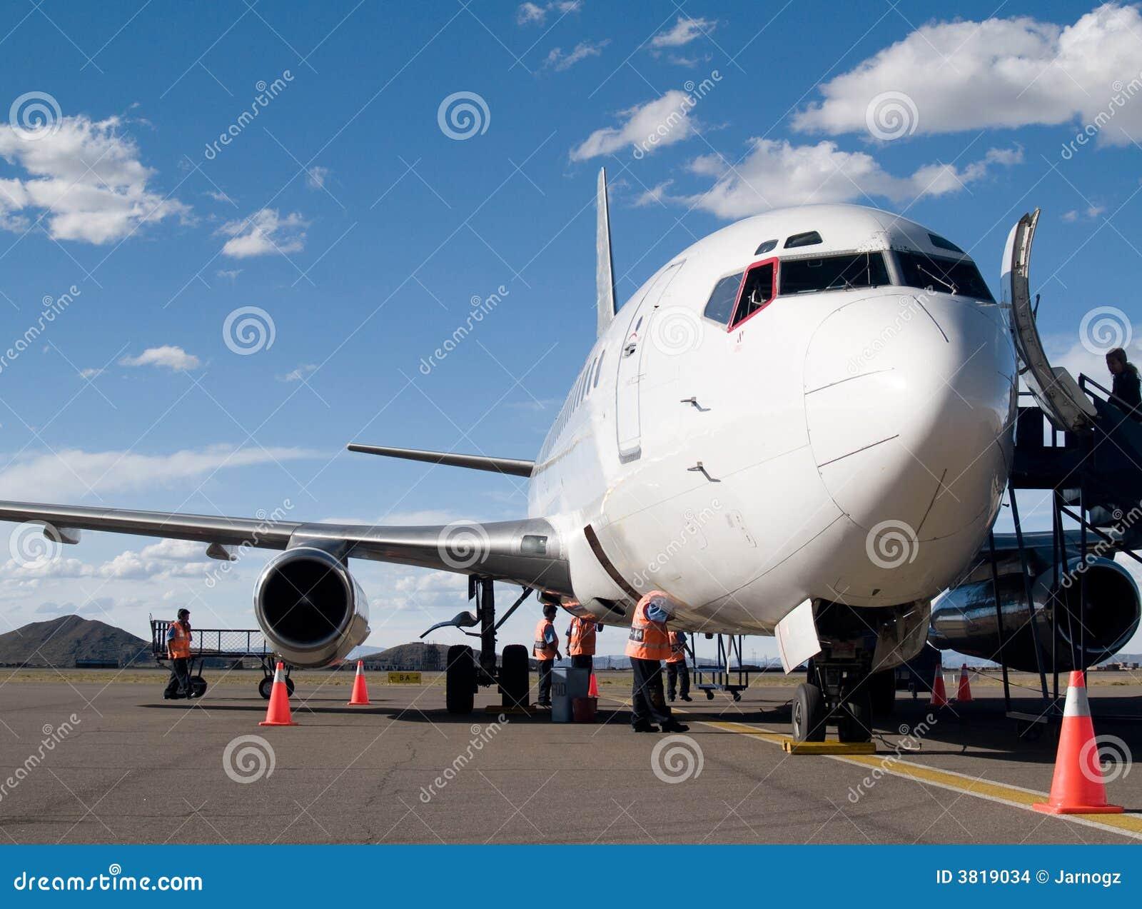 припаркованный авиапорт воздушных судн