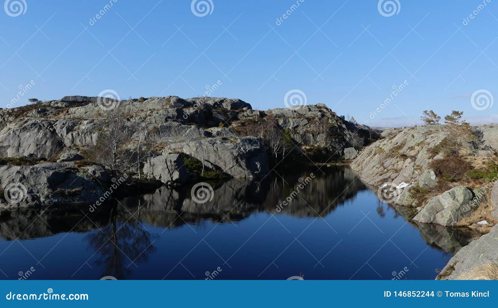 Природа Норвегии близко Preikestolen