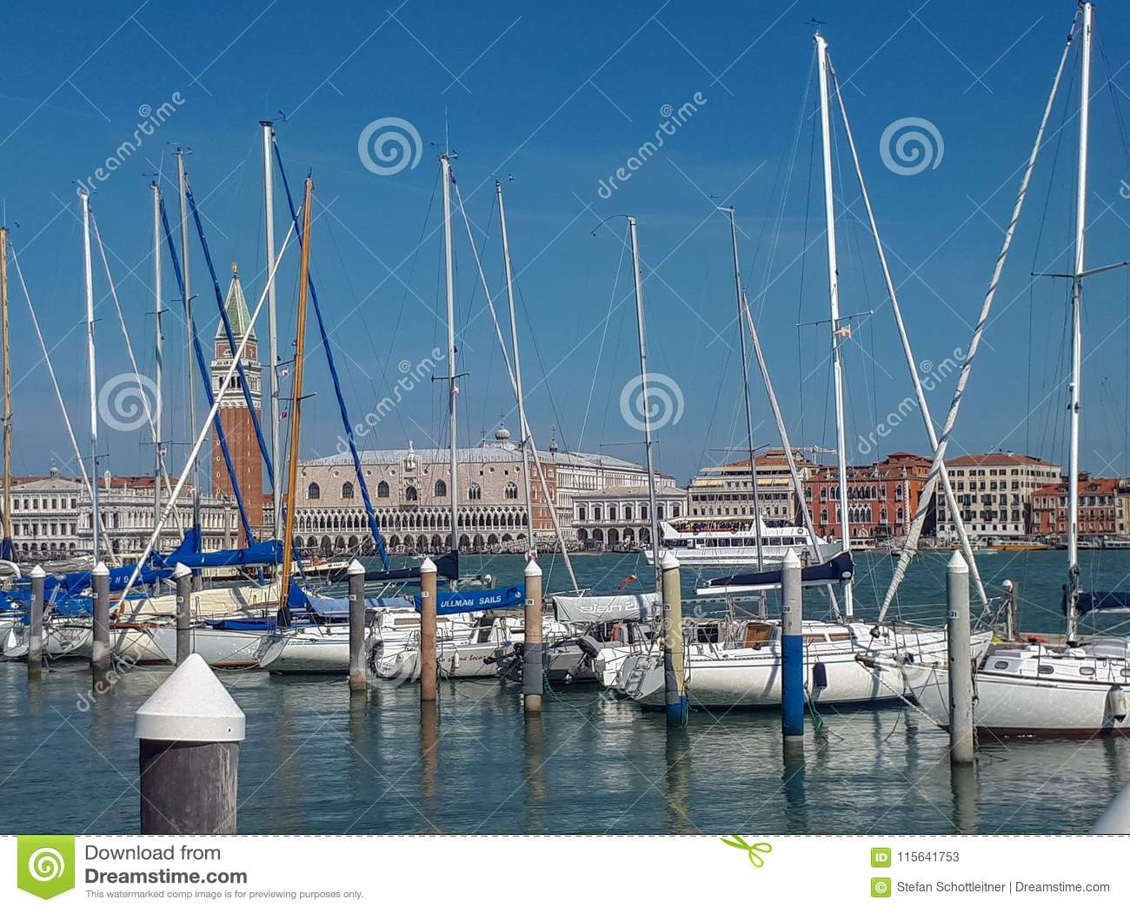 пристань в Венеции полна