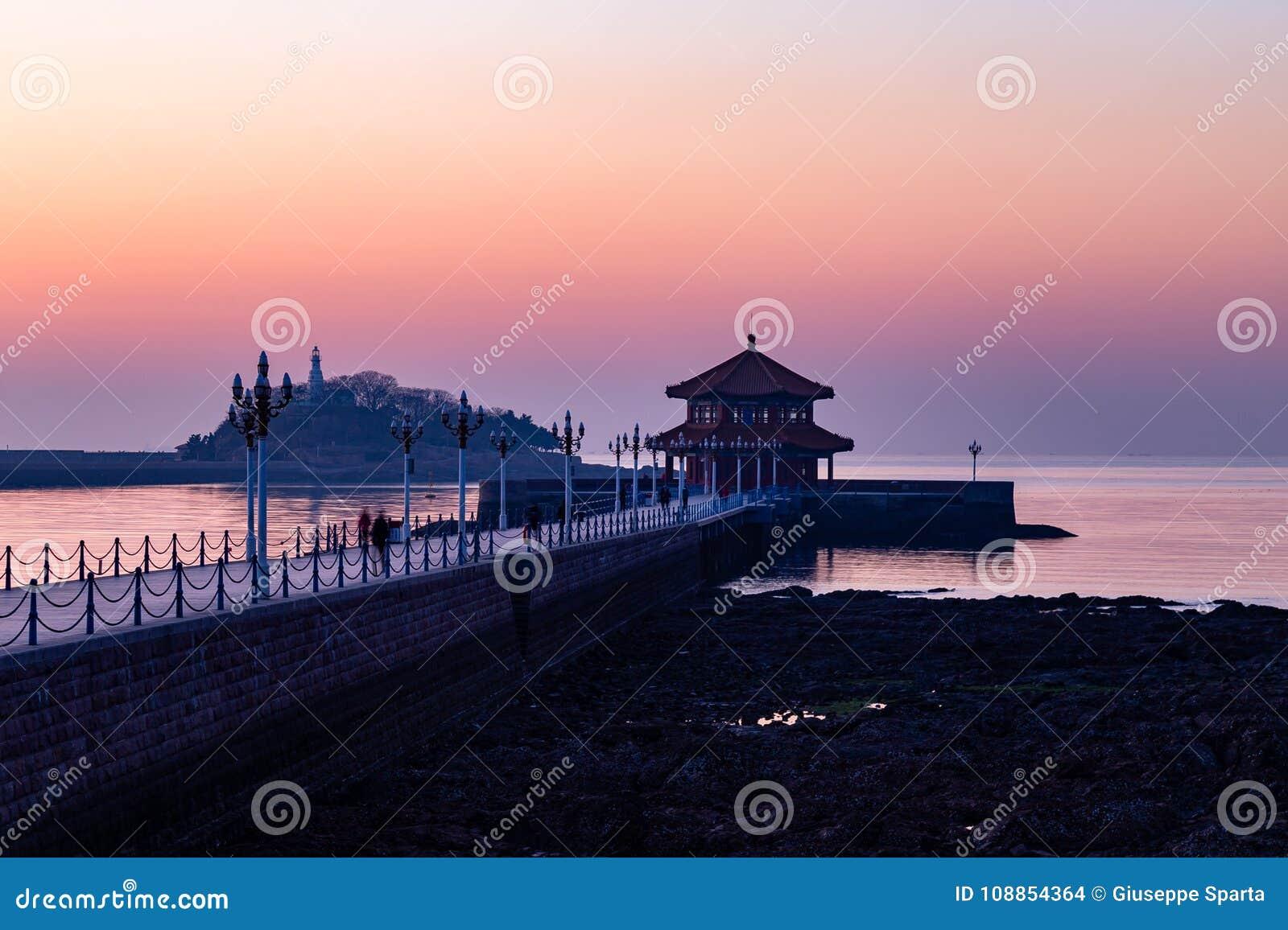 Пристань на восходе солнца, Qingdao Zhanqiao