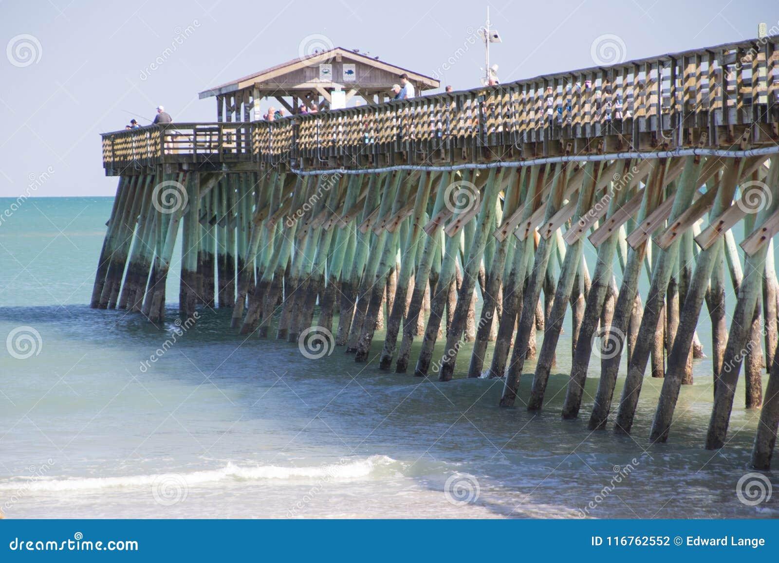 Пристань рыбной ловли парка штата Myrtle Beach, Южной Каролины