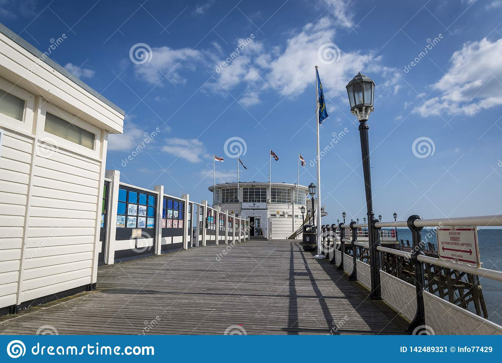 Пристань Worthing, западное Сассекс, Англия, Великобритания
