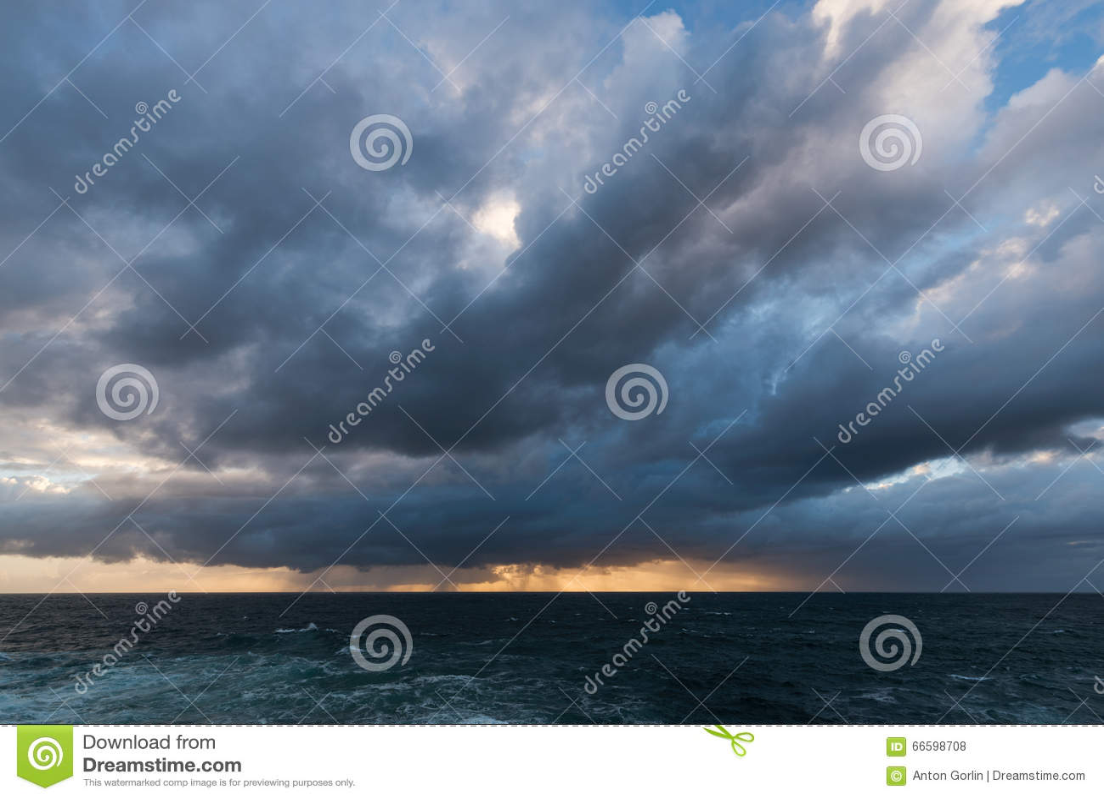 Причаливая облака шторма
