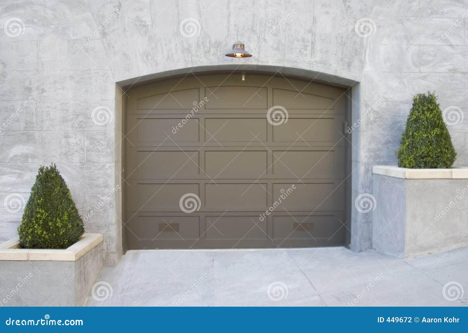 причудливый гараж