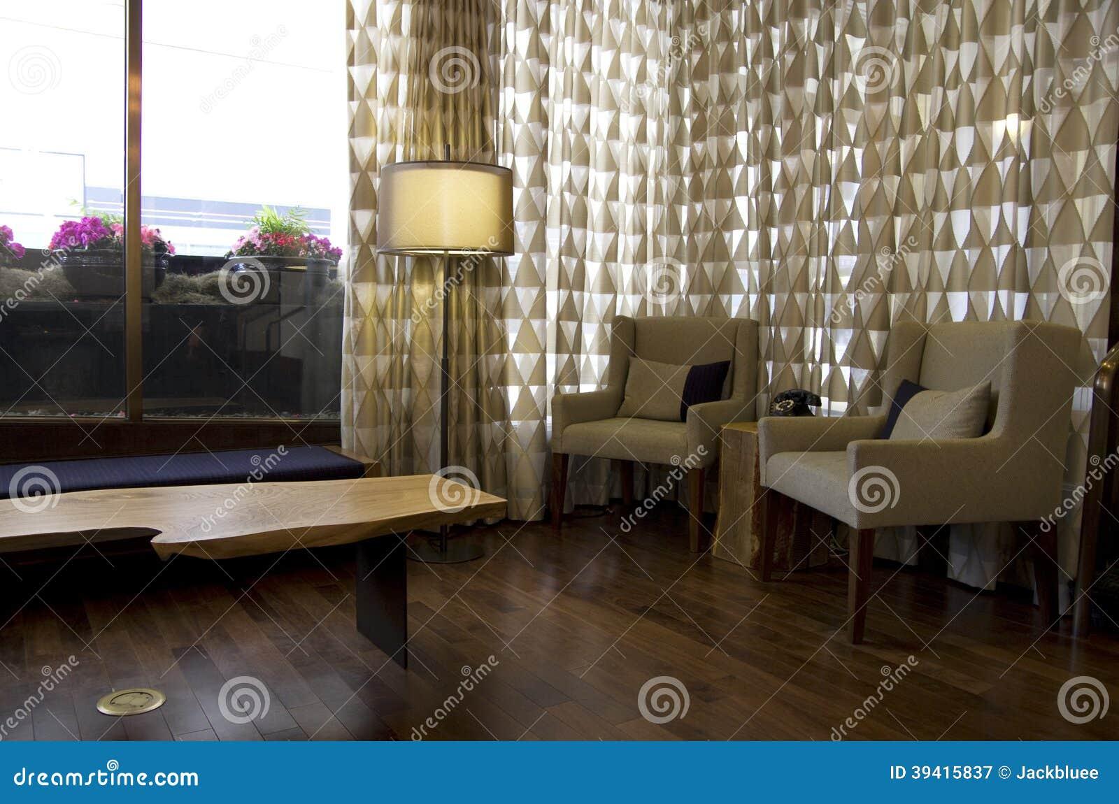 Причудливое лобби гостиницы