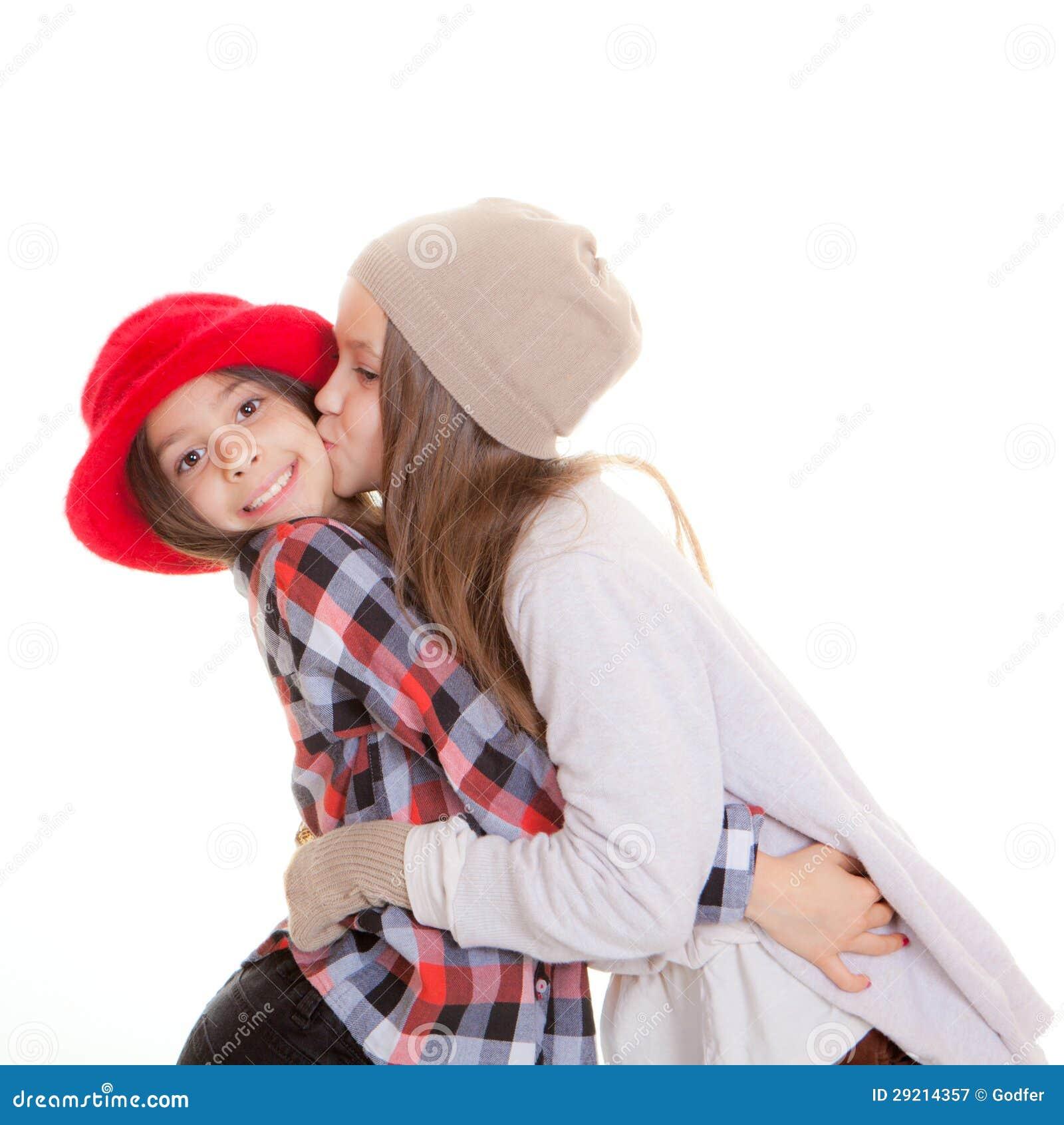 Скачать аниме поцелуй сестер.