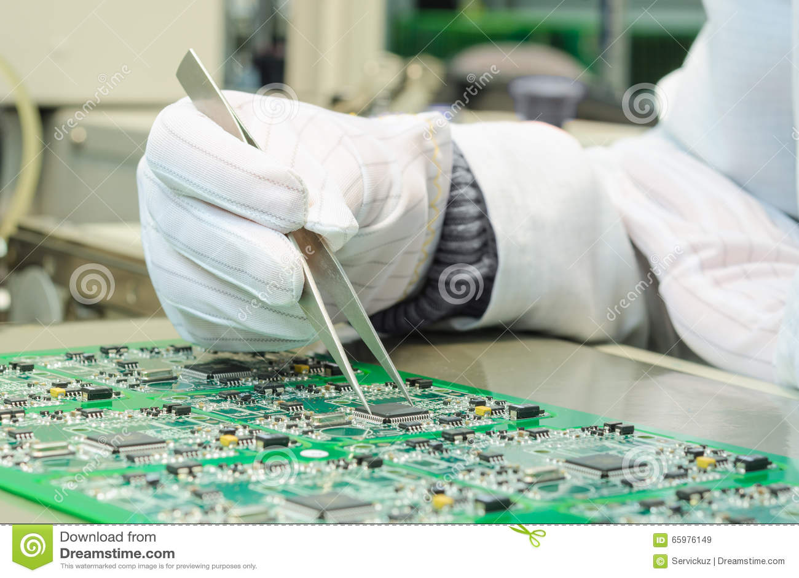 Проверка качества и собрание SMT напечатали компоненты на PCB