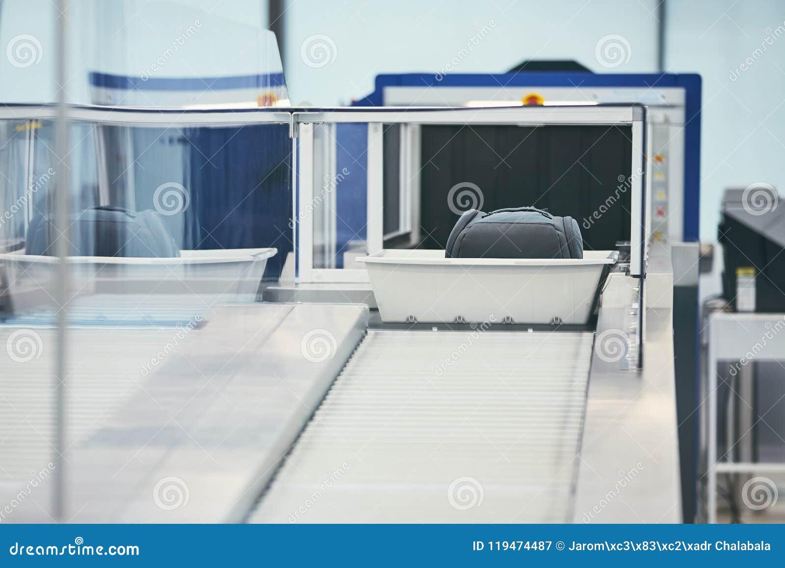 Проверка службы безопасности аэропорта