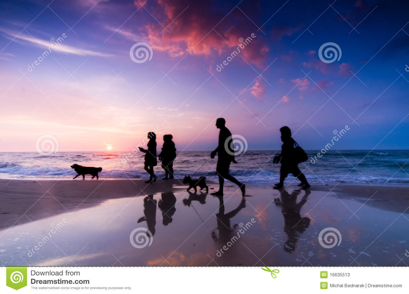 прогулка семьи