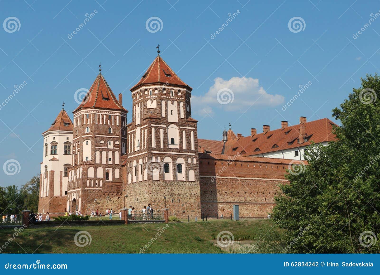 Прогулка с земным замком в Беларуси