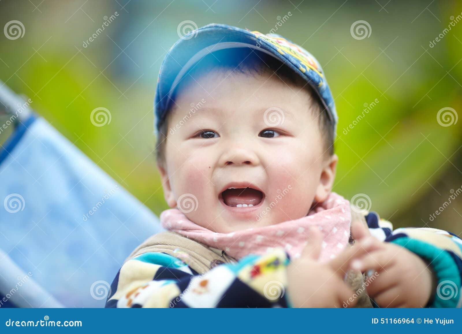 прогулочная коляска младенца