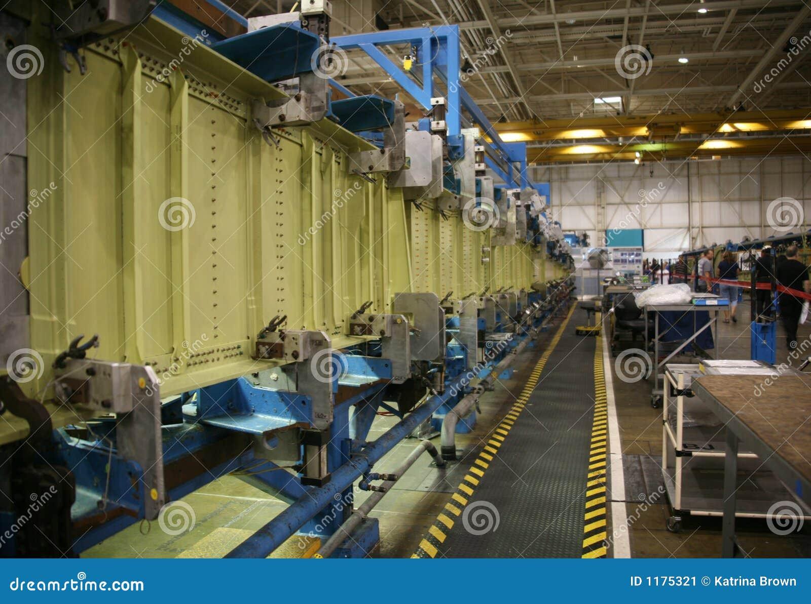 продукция фабрики самолета