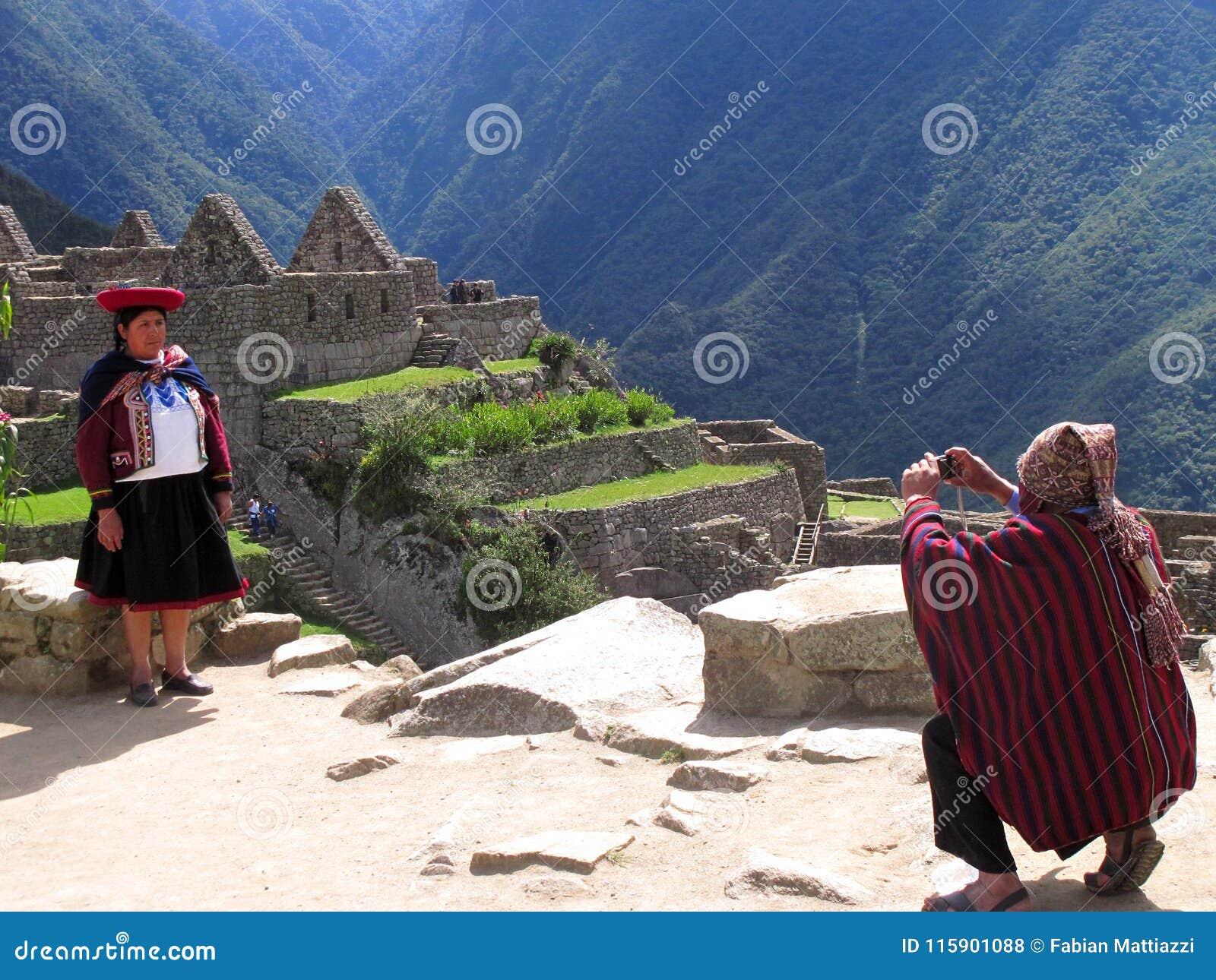 Пройдите через руины Machu Pichu