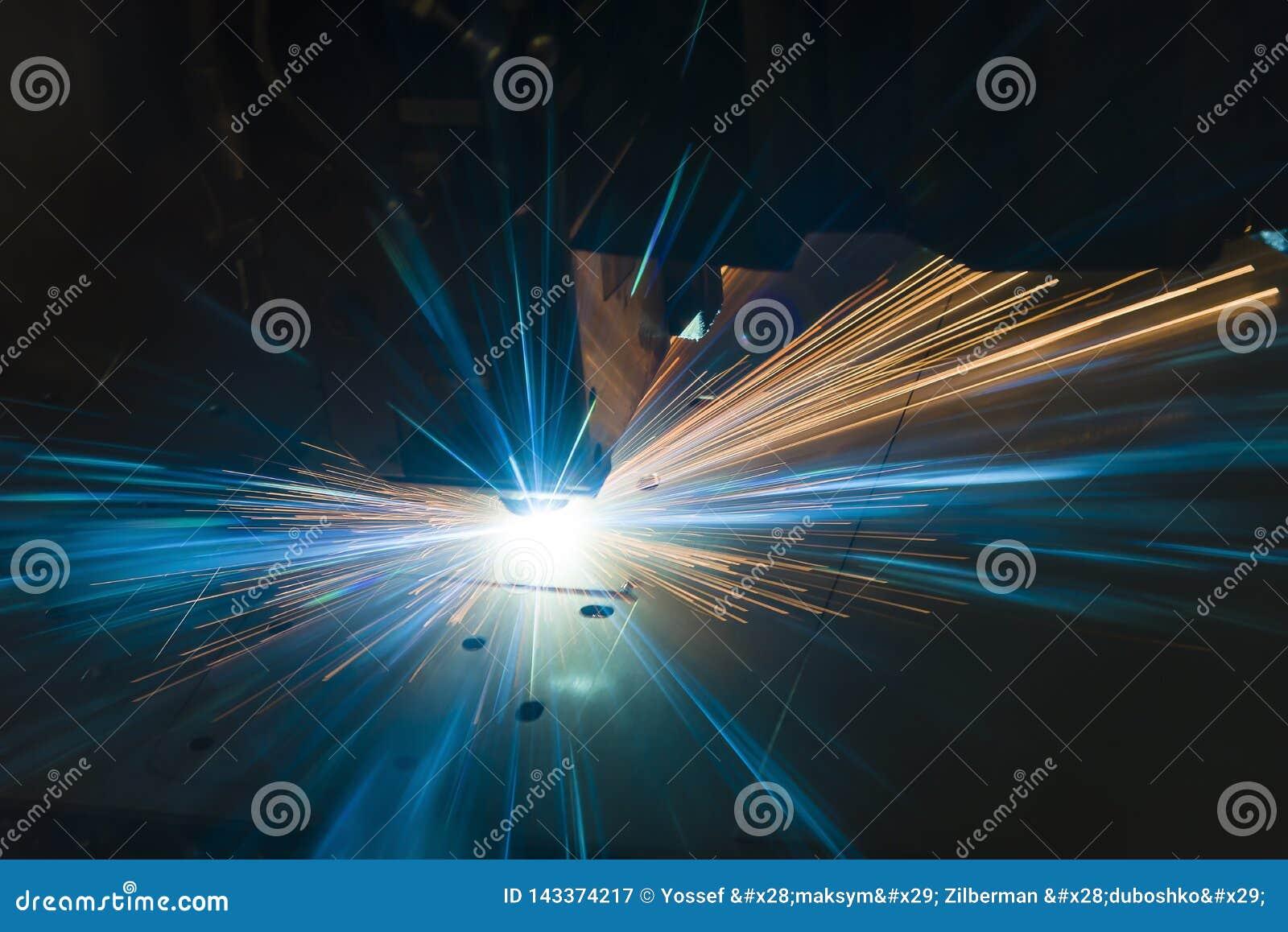 Промышленное вырезывание лазера обрабатывая технологию изготовления материала металлического листа плоского листа стального с иск