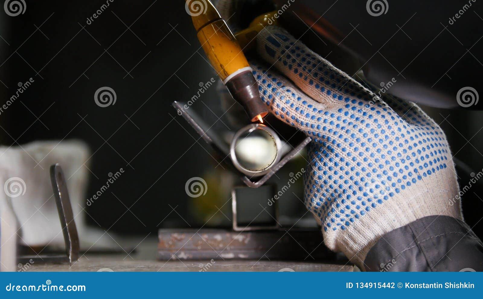 промышленное изготавливание Деталь трубки утюга Процесс заварки неукоснительная работа