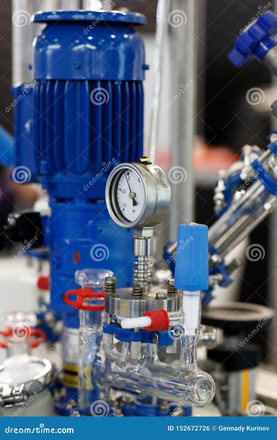 Промышленное химическое оборудование с датчиком вакуума