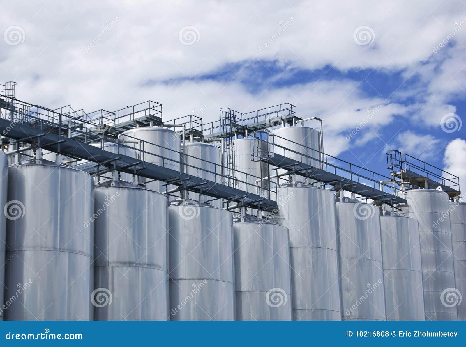 промышленные силосохранилища