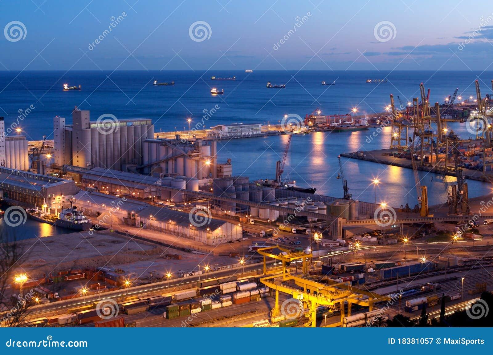 промышленный порт ночи