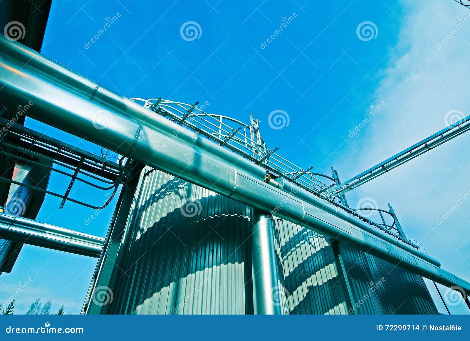 Download Промышленные стальные трубопроводы и клапаны против голубого неба Стоковое Фото - изображение насчитывающей barrette, индустрия: 72299714