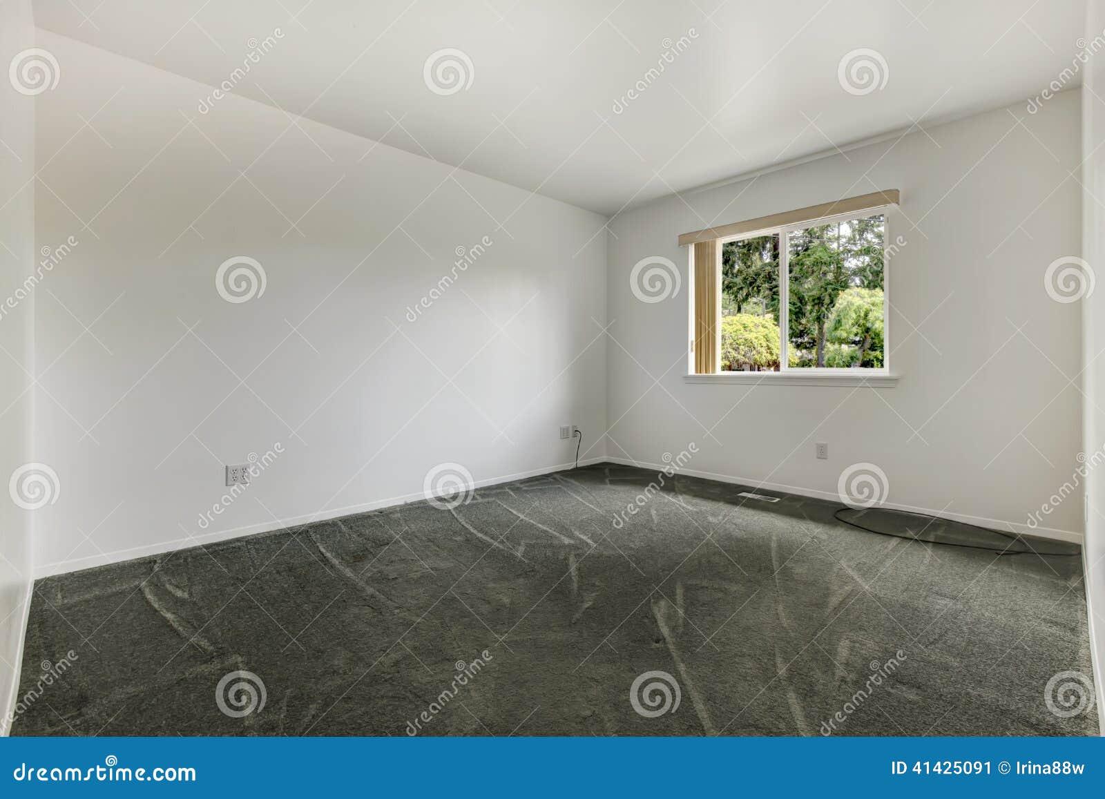 Простая пустая комната