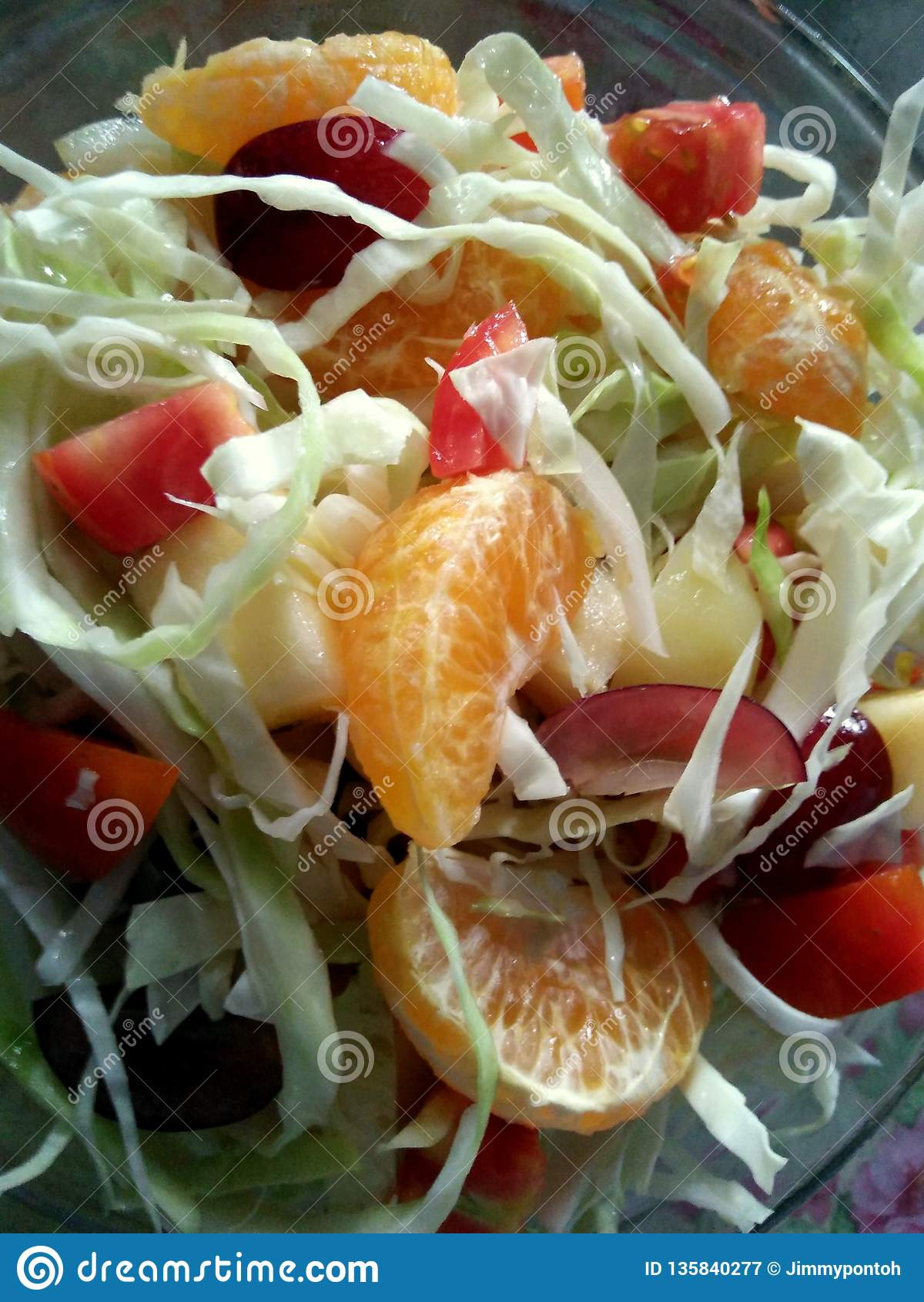 Простой салат свежих фруктов