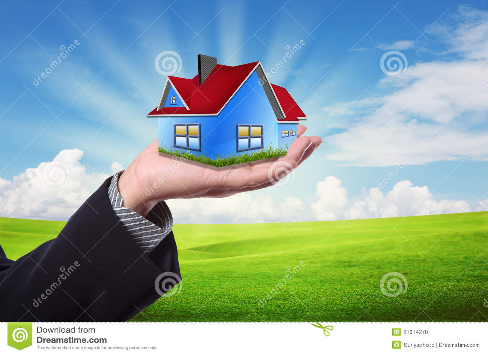 против голубого неба дома владением руки