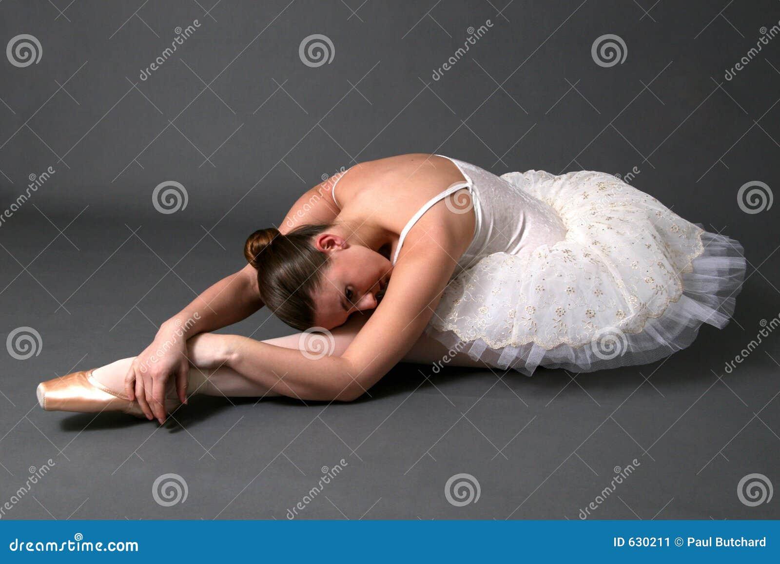 Download протягивать балерины стоковое изображение. изображение насчитывающей красивейшее - 630211