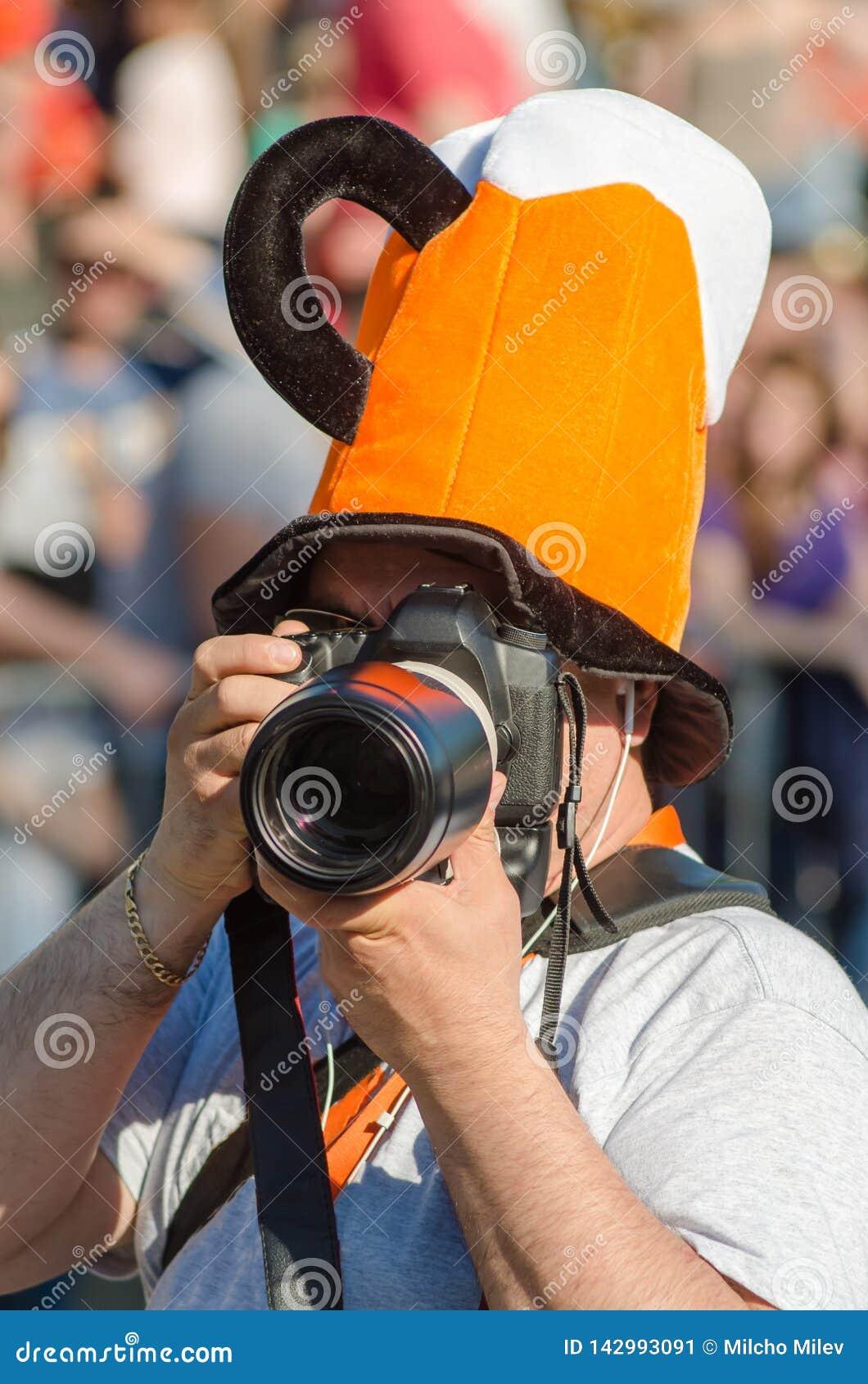 Профессиональный фотограф камеры снял отчет о масленицы и фестиваль юмора и сатиры в Gabrovo, Болгарии