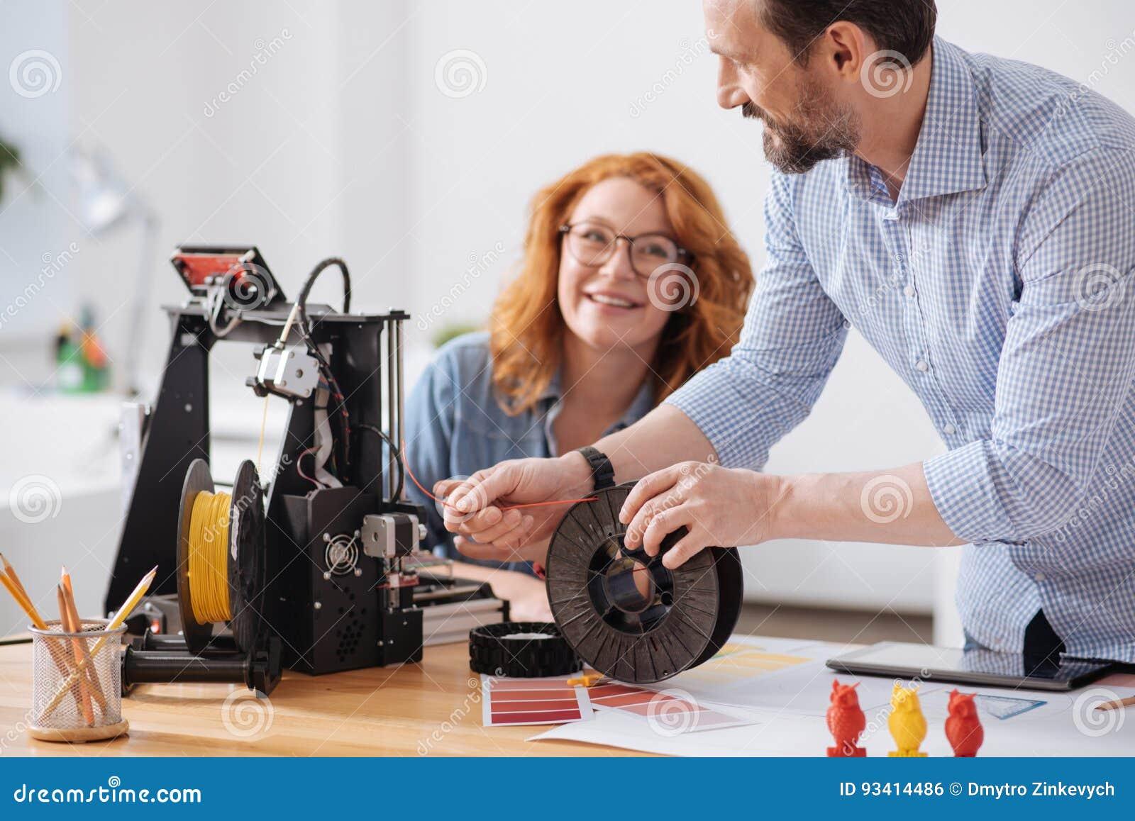 Профессиональная опытная дизайнерская нить загрузки в принтер 3d