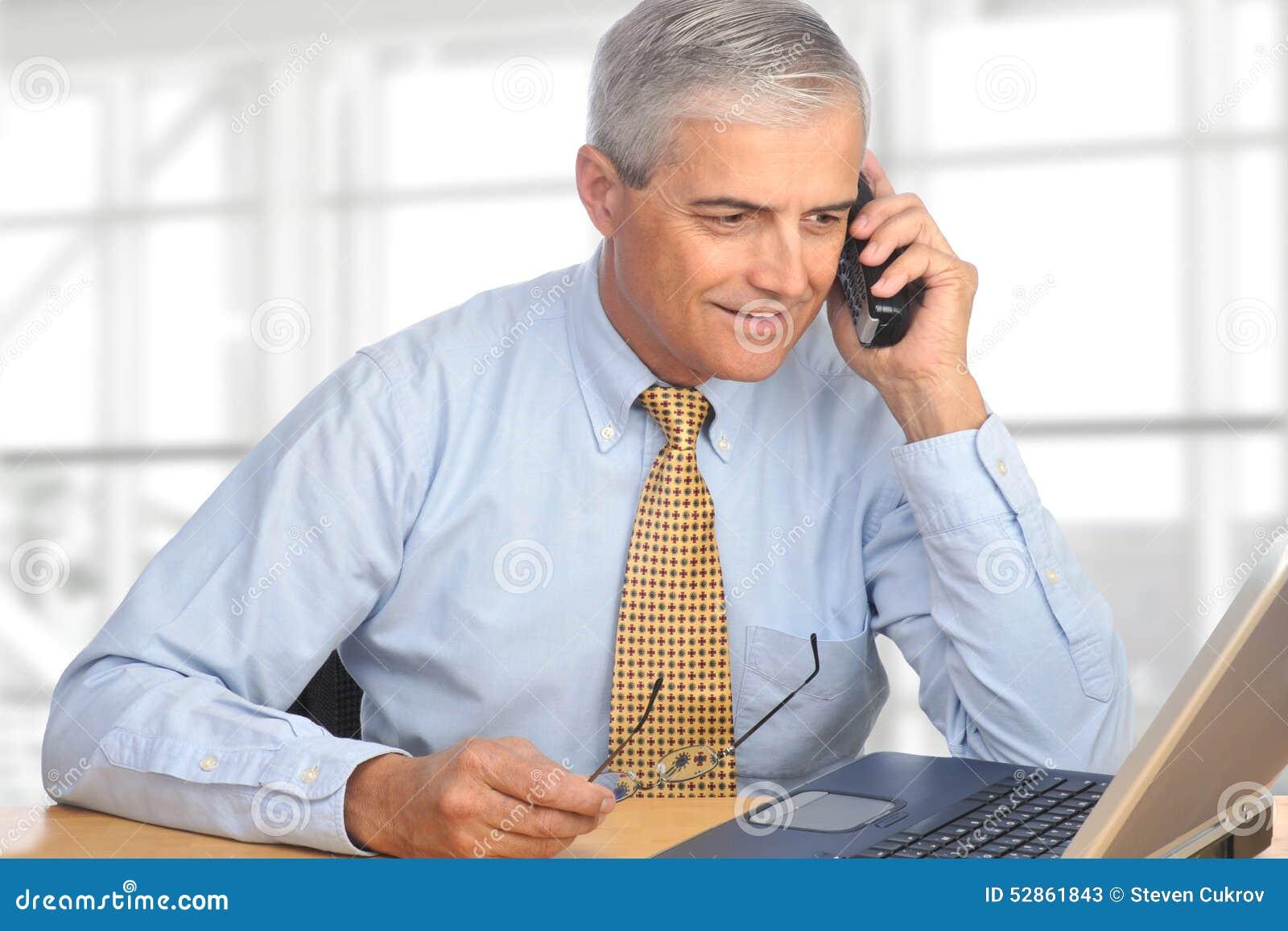 Продавец на телефоне
