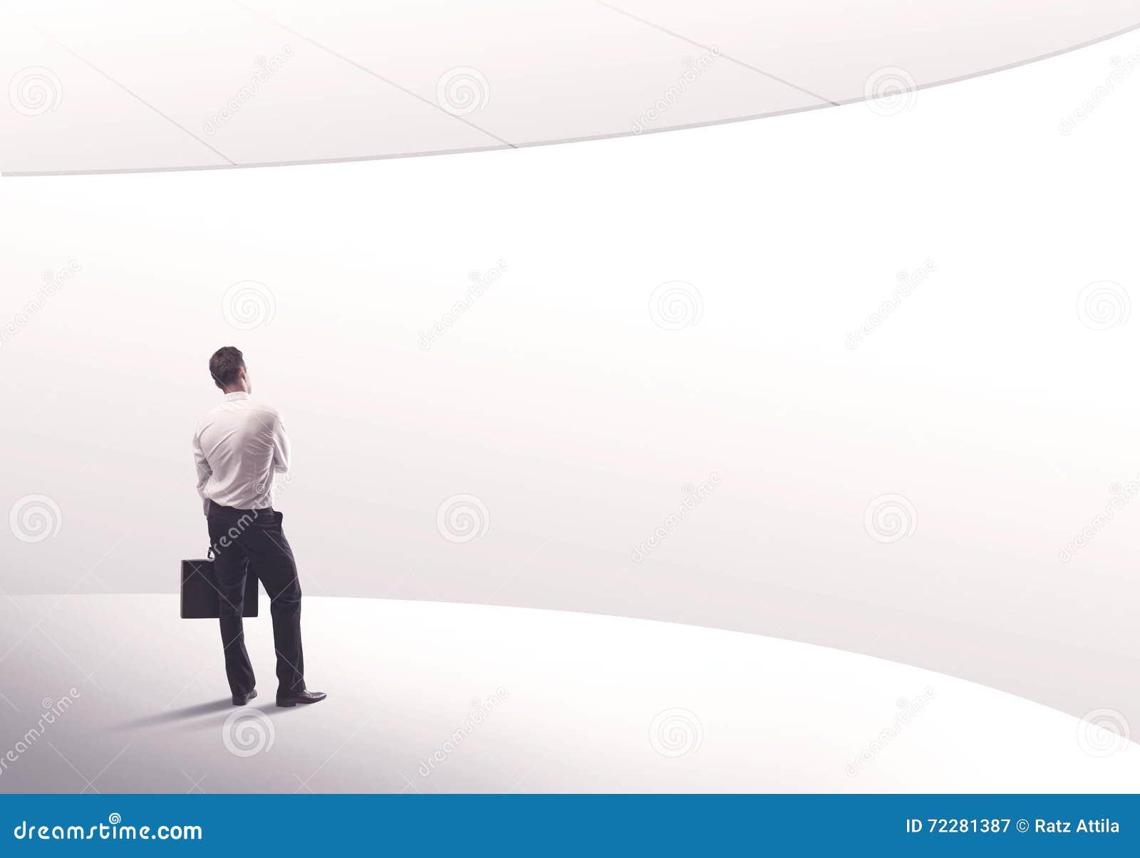 Download Продавец стоя с его задней концепцией Стоковое Изображение - изображение насчитывающей вакханические, посмотрите: 72281387