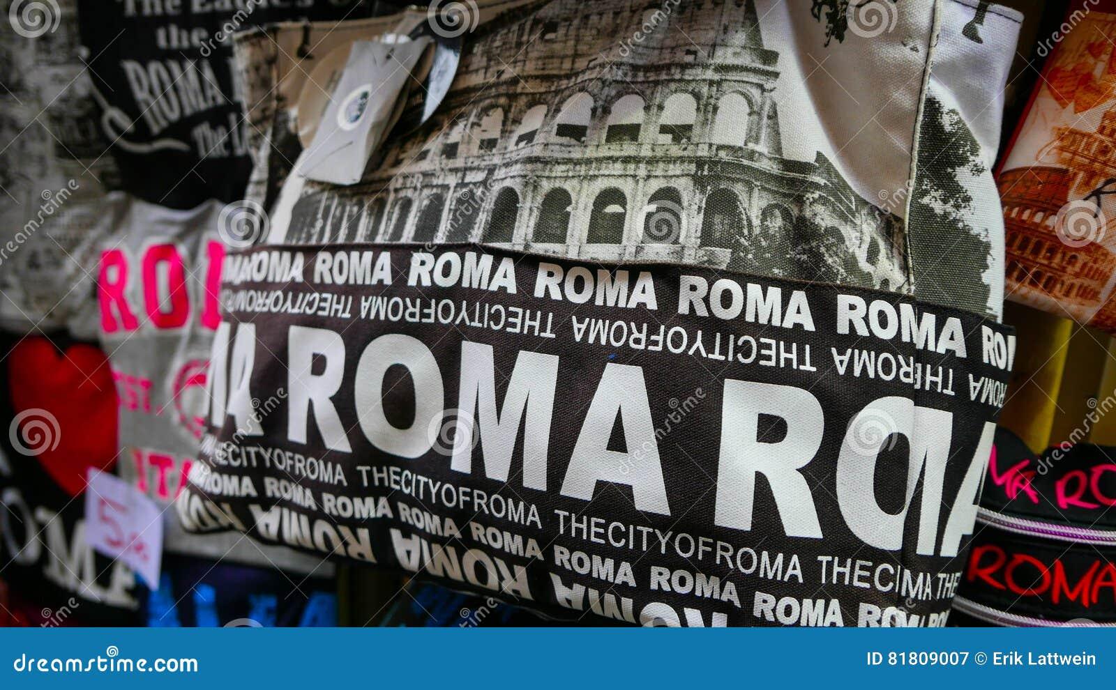 Продажа улицы сувенира в Риме - сумках от Рима