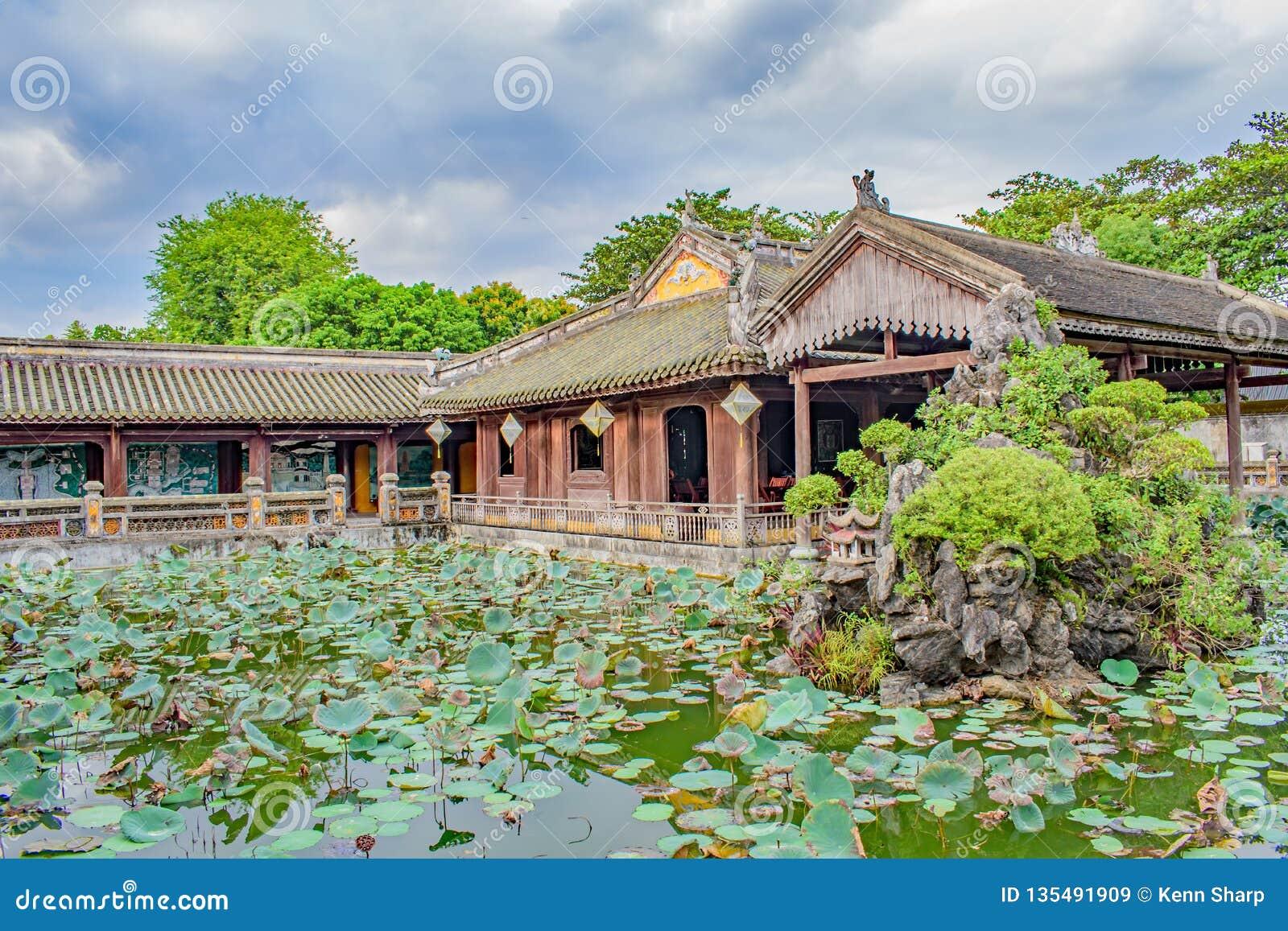 Пруд лилии на усыпальнице императора Minh Mang, Вьетнама