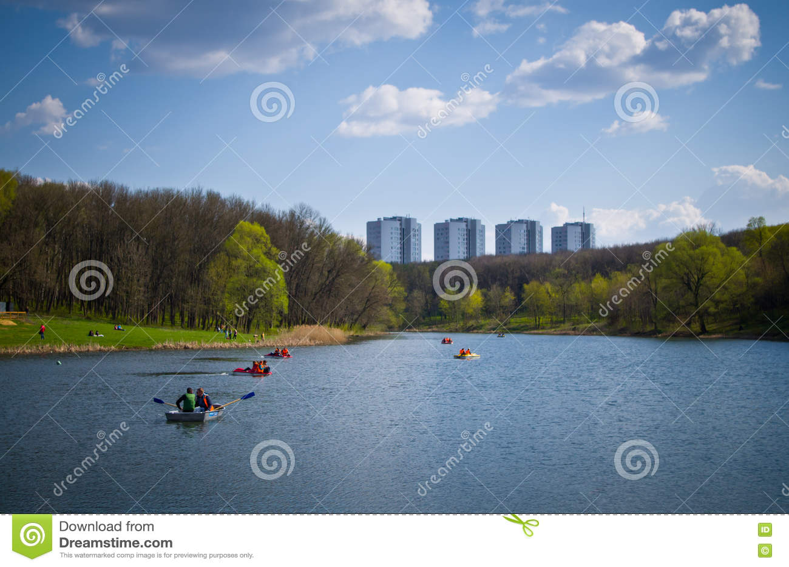 Пруд в парке названном после Belousov